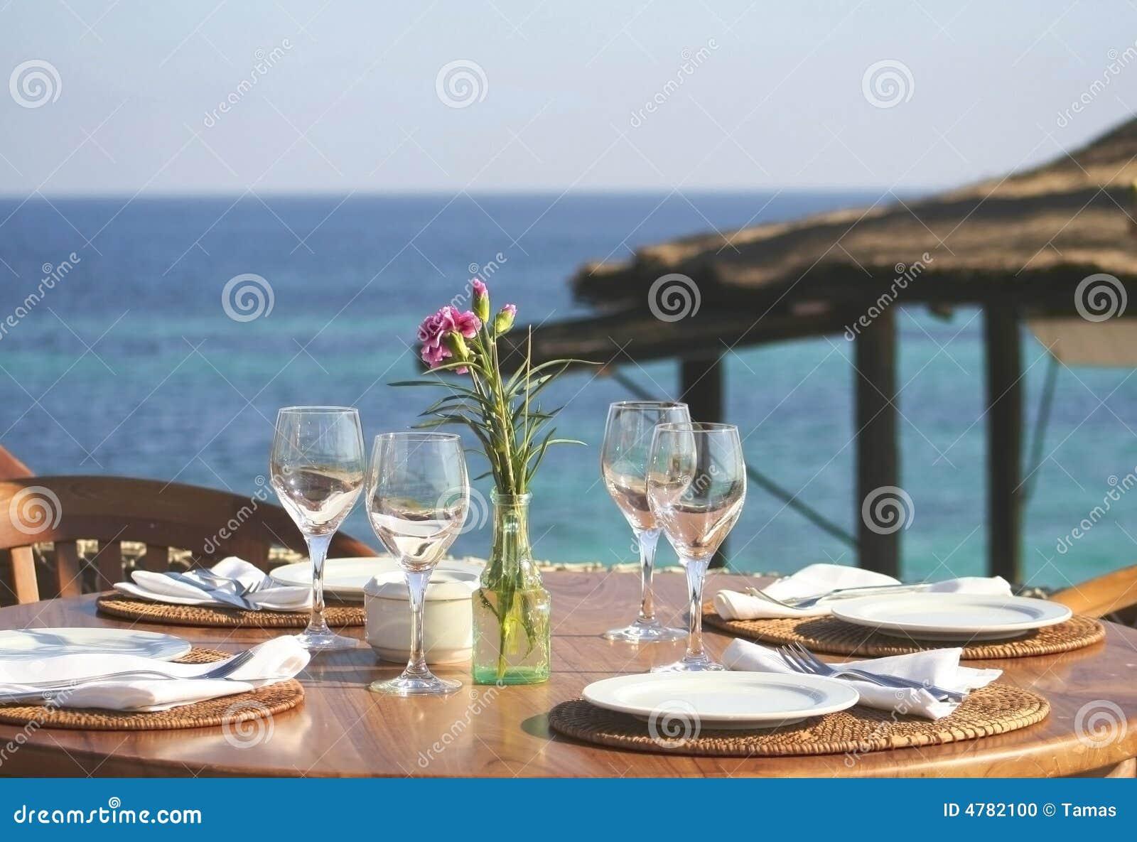 Almuerzo o cena 03 del serie de Ibiza