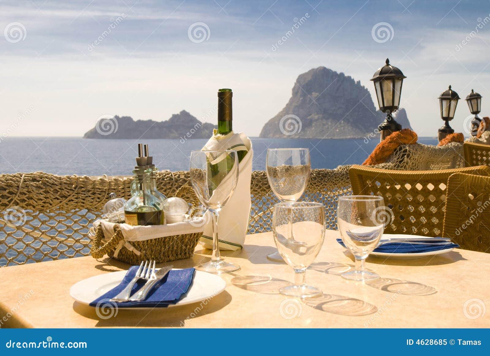 Almuerzo o cena del serie de Ibiza