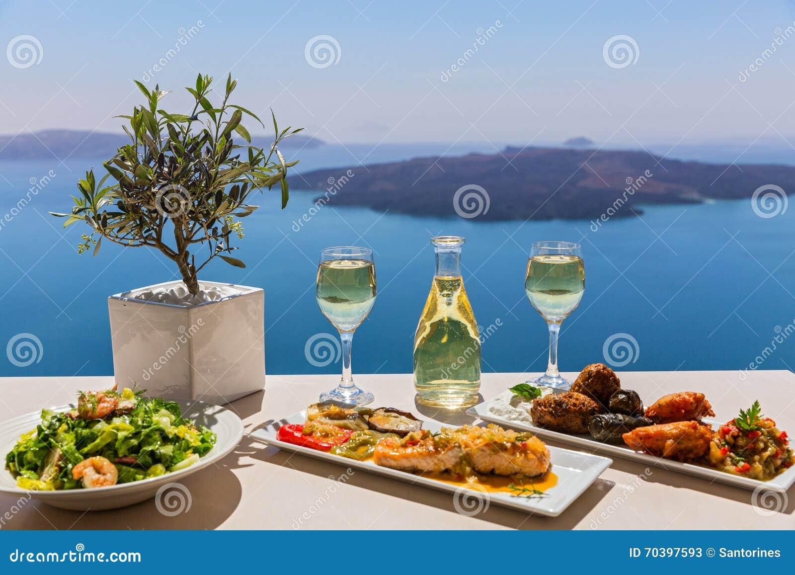 Almuerzo y vino por el mar