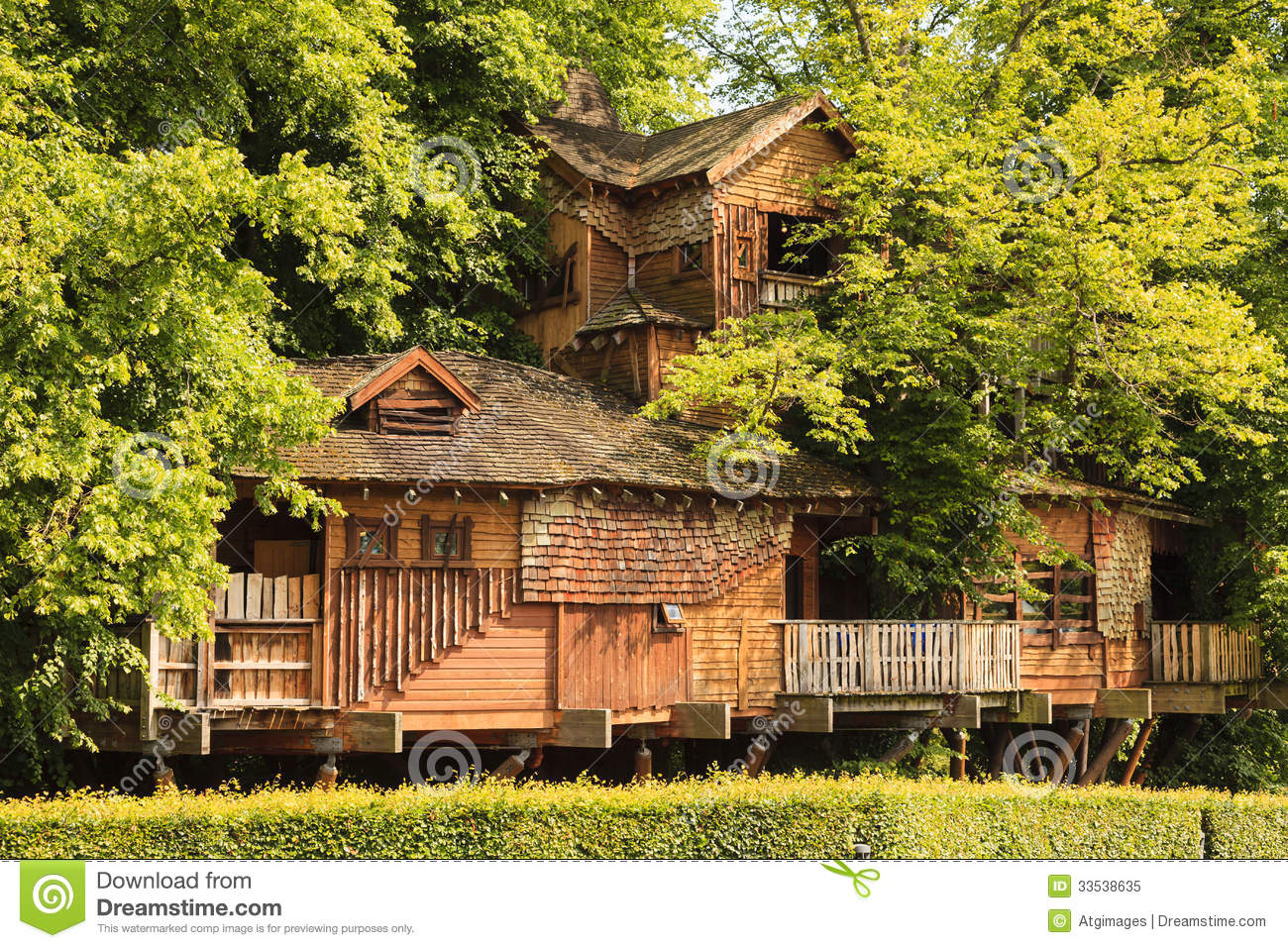 Alnwick Garden Tree House editorial image. Image of house - 33538635