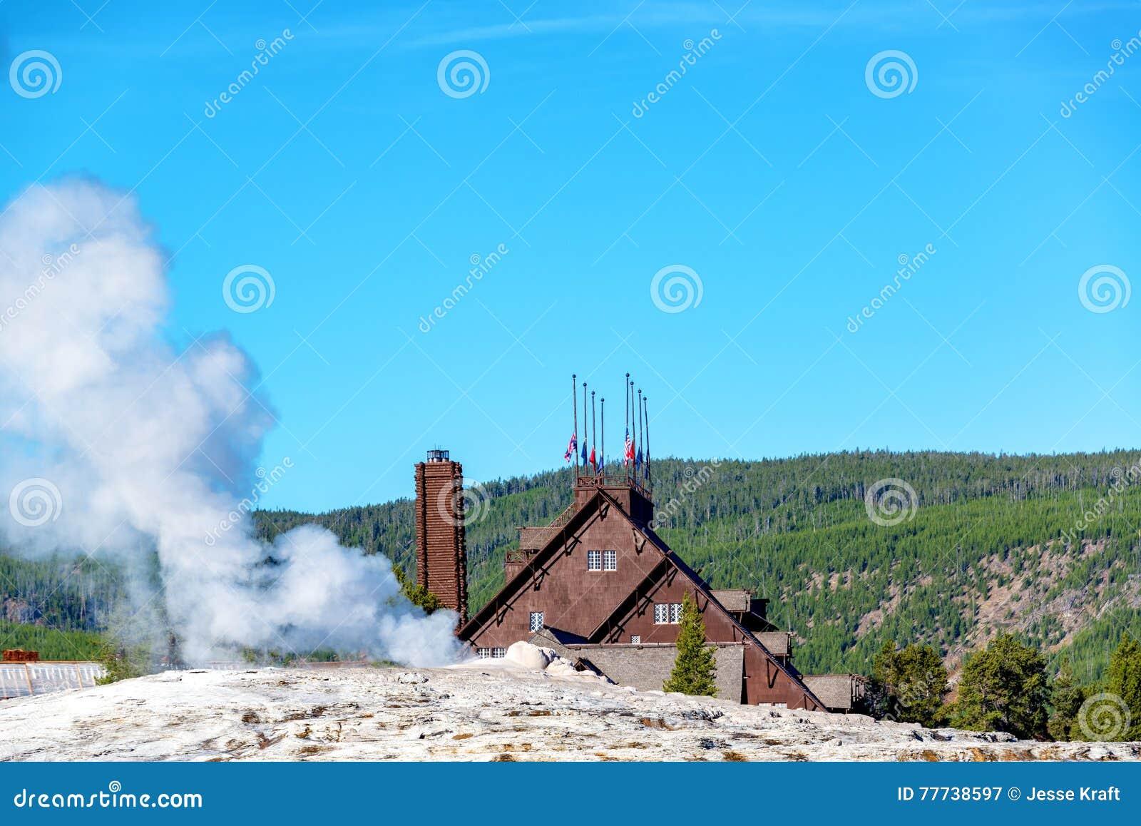 Alojamento e geyser fiéis velhos
