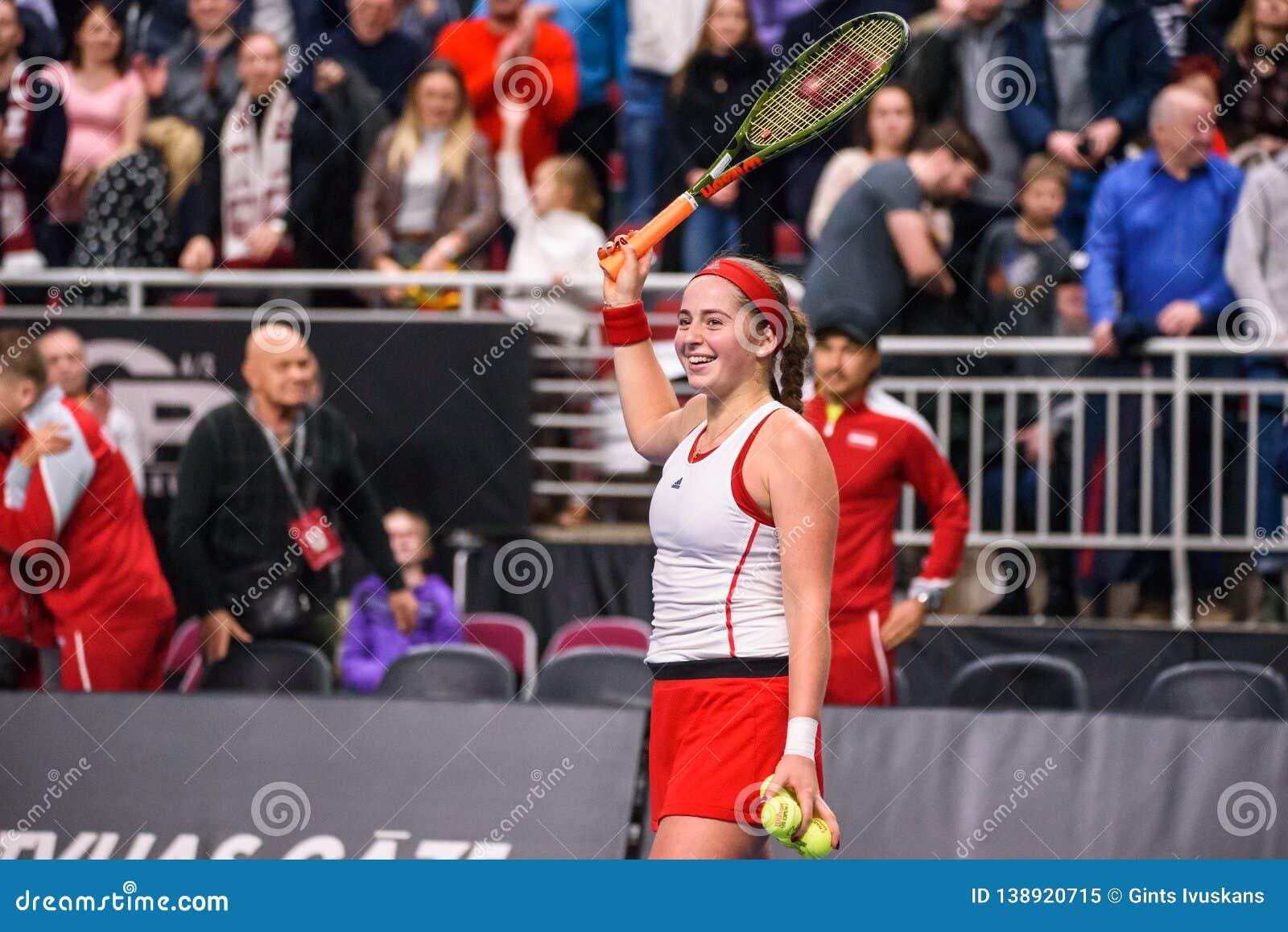 Alona Ostapenko, durante jogo redondo do grupo II do mundo o primeiro entre a equipe Letónia e a equipe Eslováquia