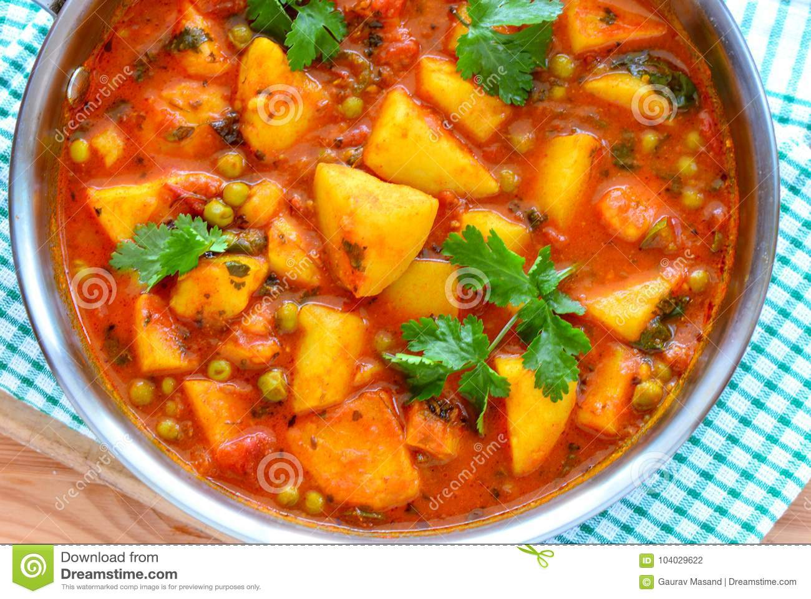 Aloo indiano do caril do vegetariano matar