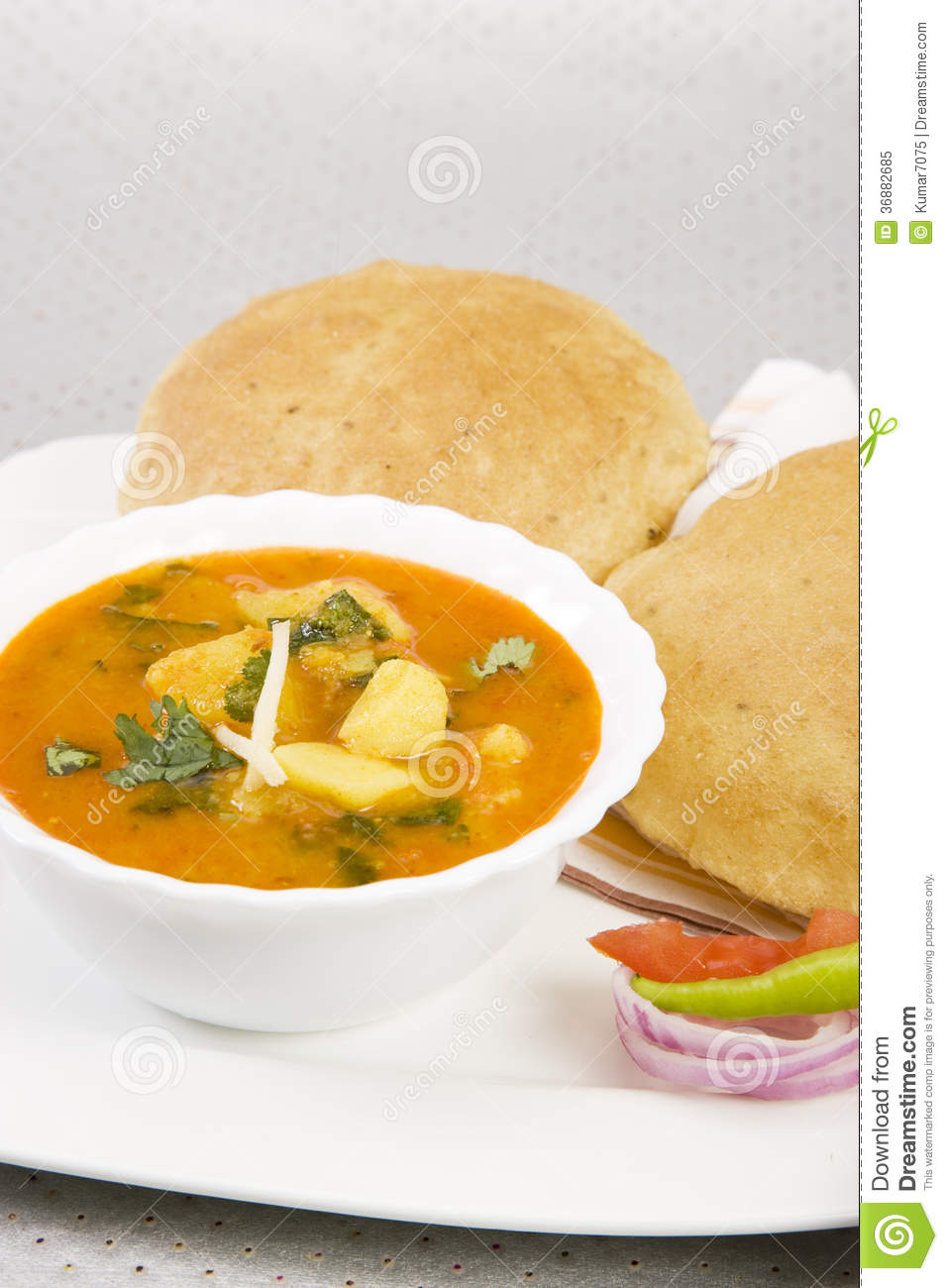 Download Aloo Puri con Aachar immagine stock. Immagine di patata - 36882685