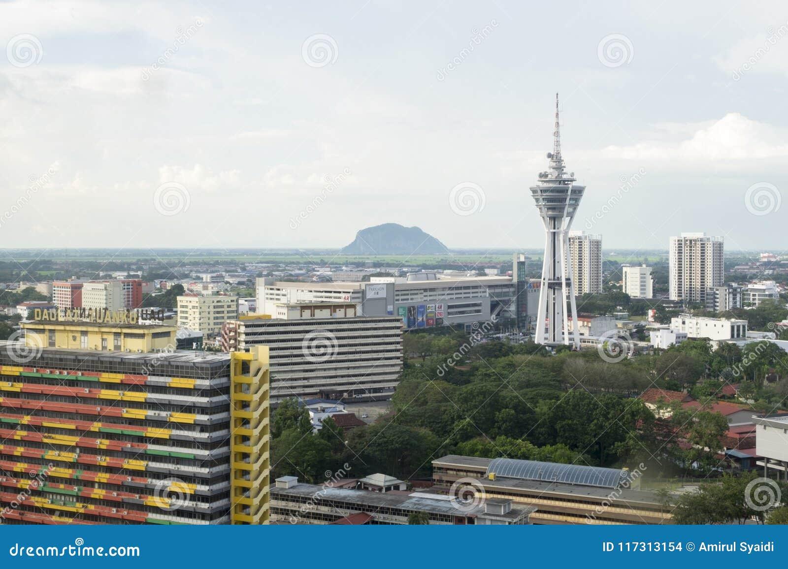 ALOR SETAR, MALASIA, EL 9 DE ENERO DE 2018: Paisajes urbanos de la visión aérea de la ciudad de Alor Setar situados en Malasia pe