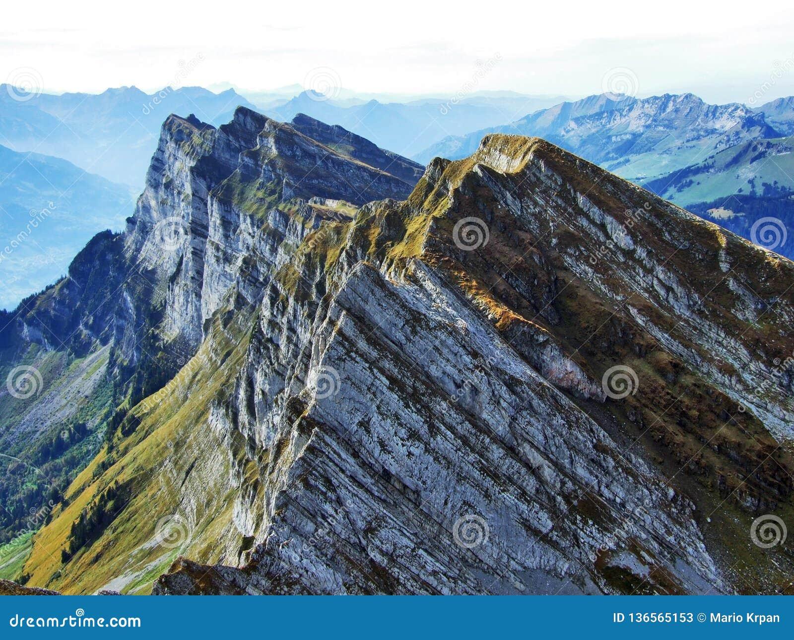 Alpengipfel in der Churfirsten-Gebirgskette zwischen Thur River Valley und Walensee See