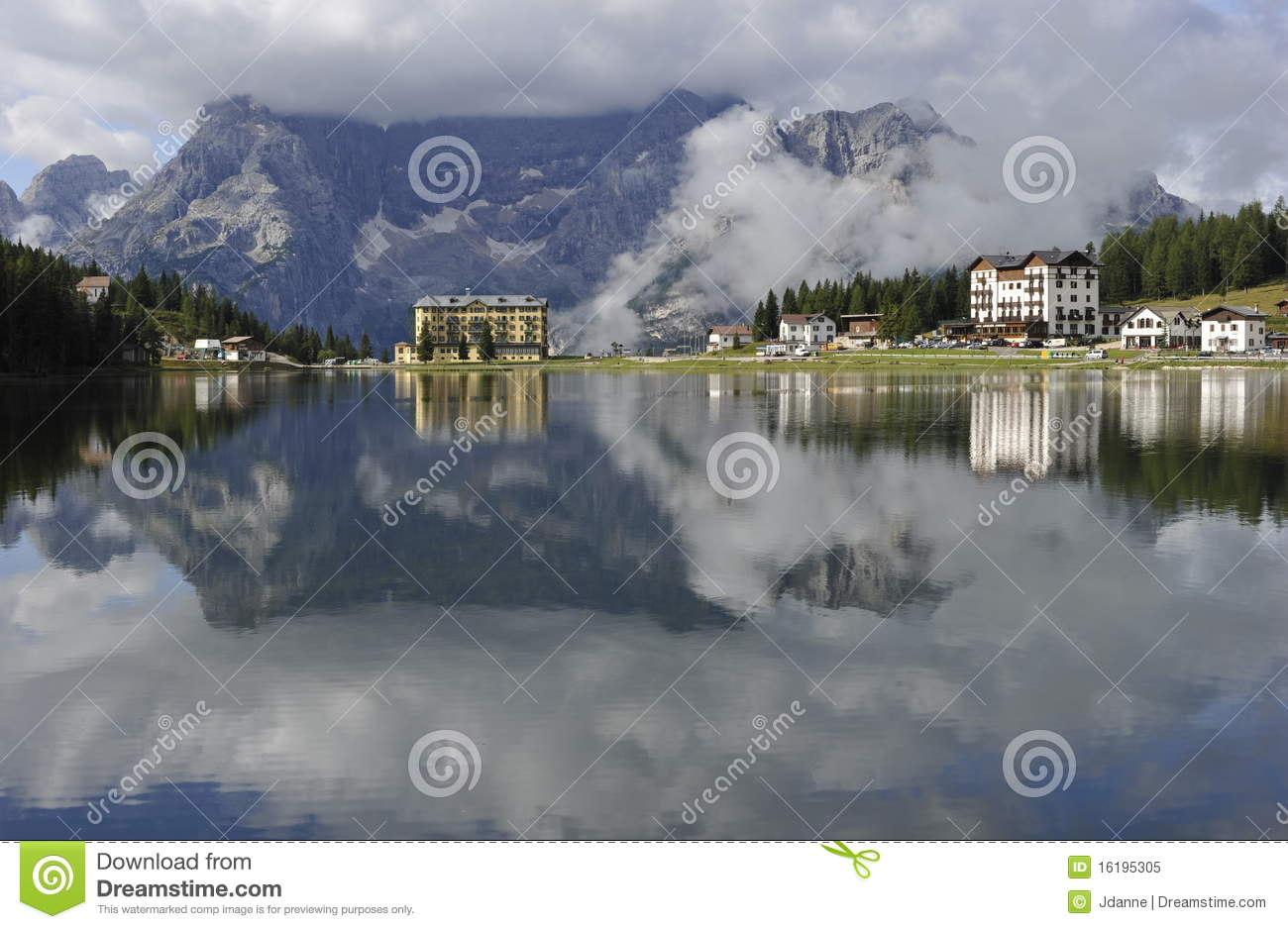 alpes de dolomite lac misurina image stock image du puret nuage 16195305. Black Bedroom Furniture Sets. Home Design Ideas