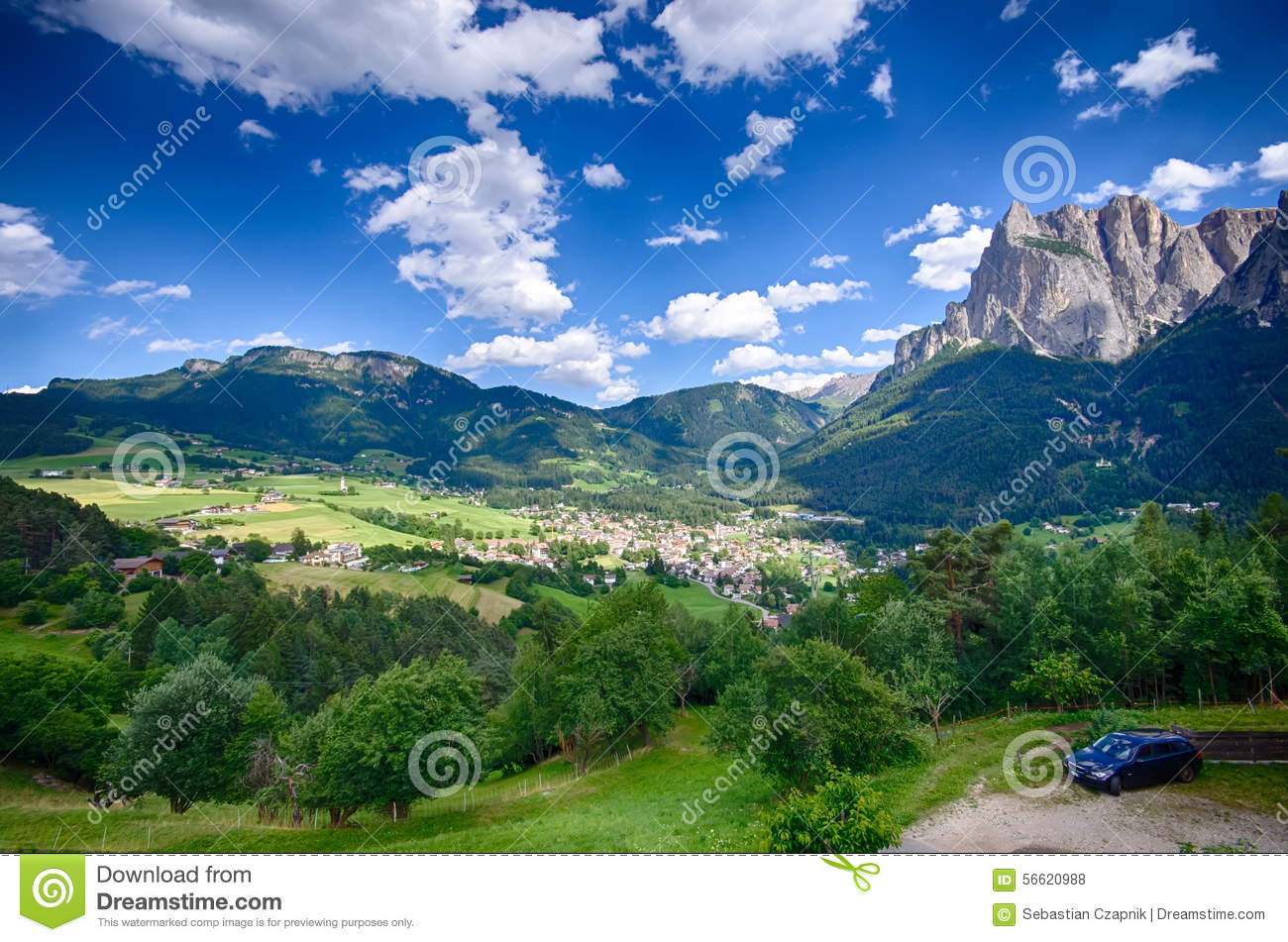 Alpes italiens paysage de ville d 39 alpe di siusi photo for Paysage de ville