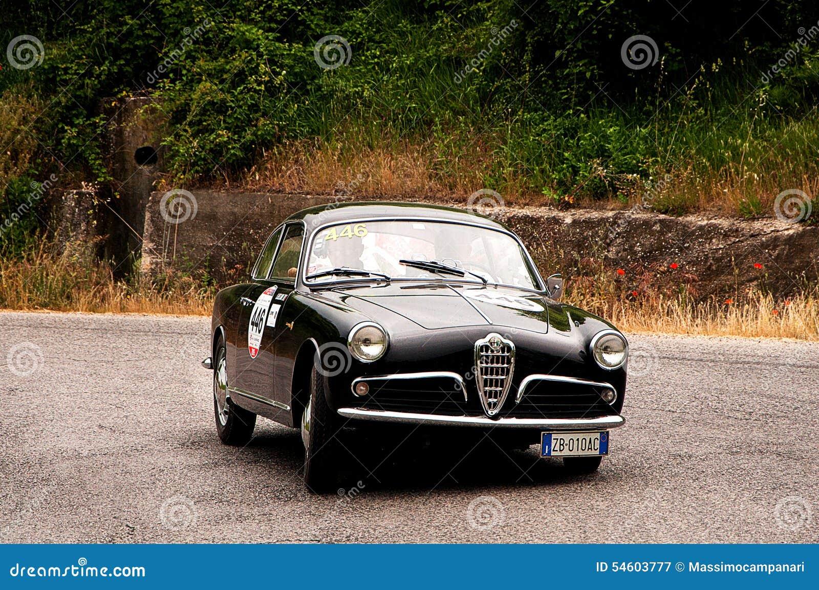 alpha romeo giulietta sprint bertone 1957 redaktionelles stockfotografie bild 54603777. Black Bedroom Furniture Sets. Home Design Ideas