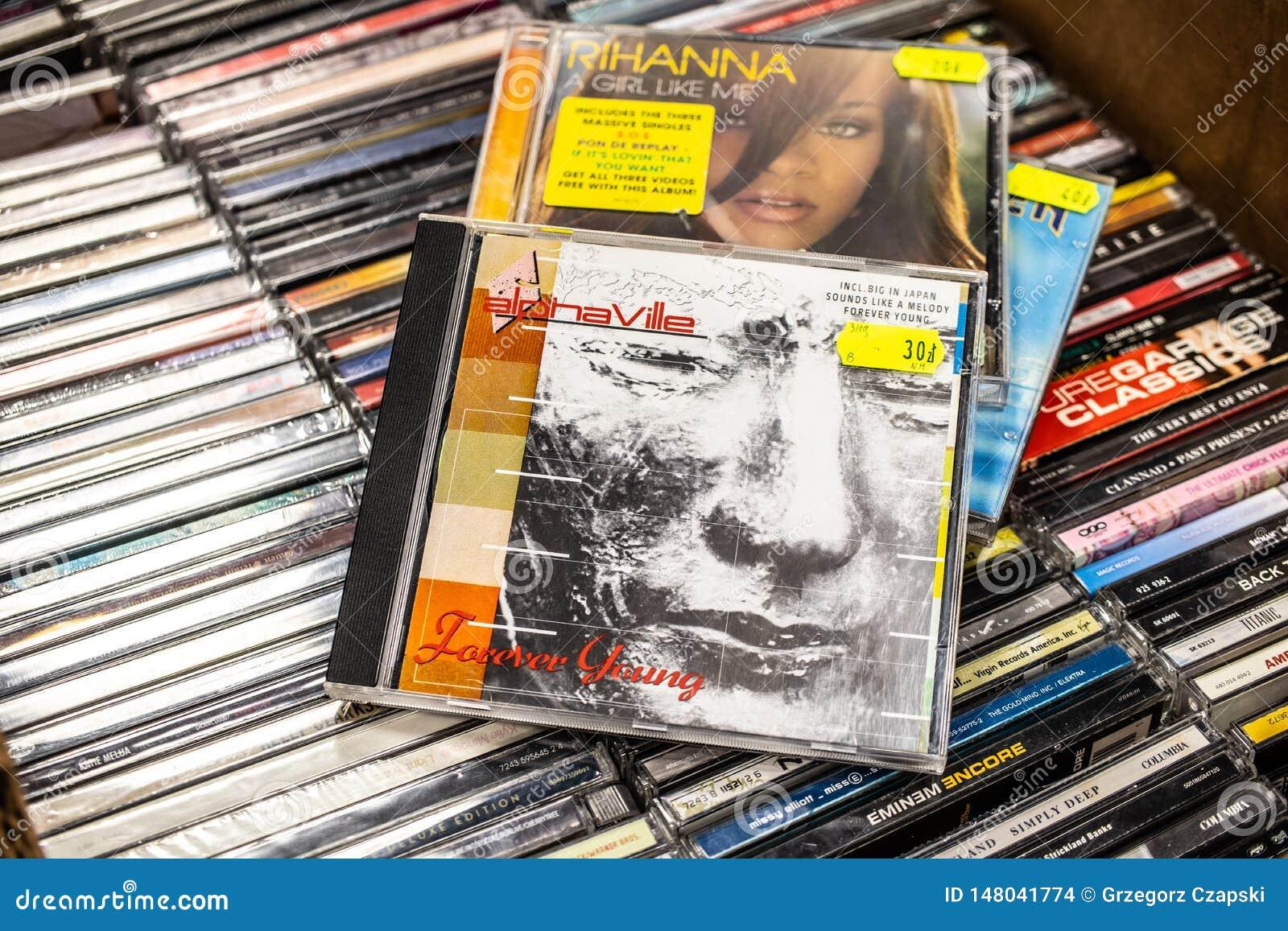 Alphavillecd album voor altijd Jonge 1984 op vertoning voor verkoop, beroemde Duitse synth-pop band