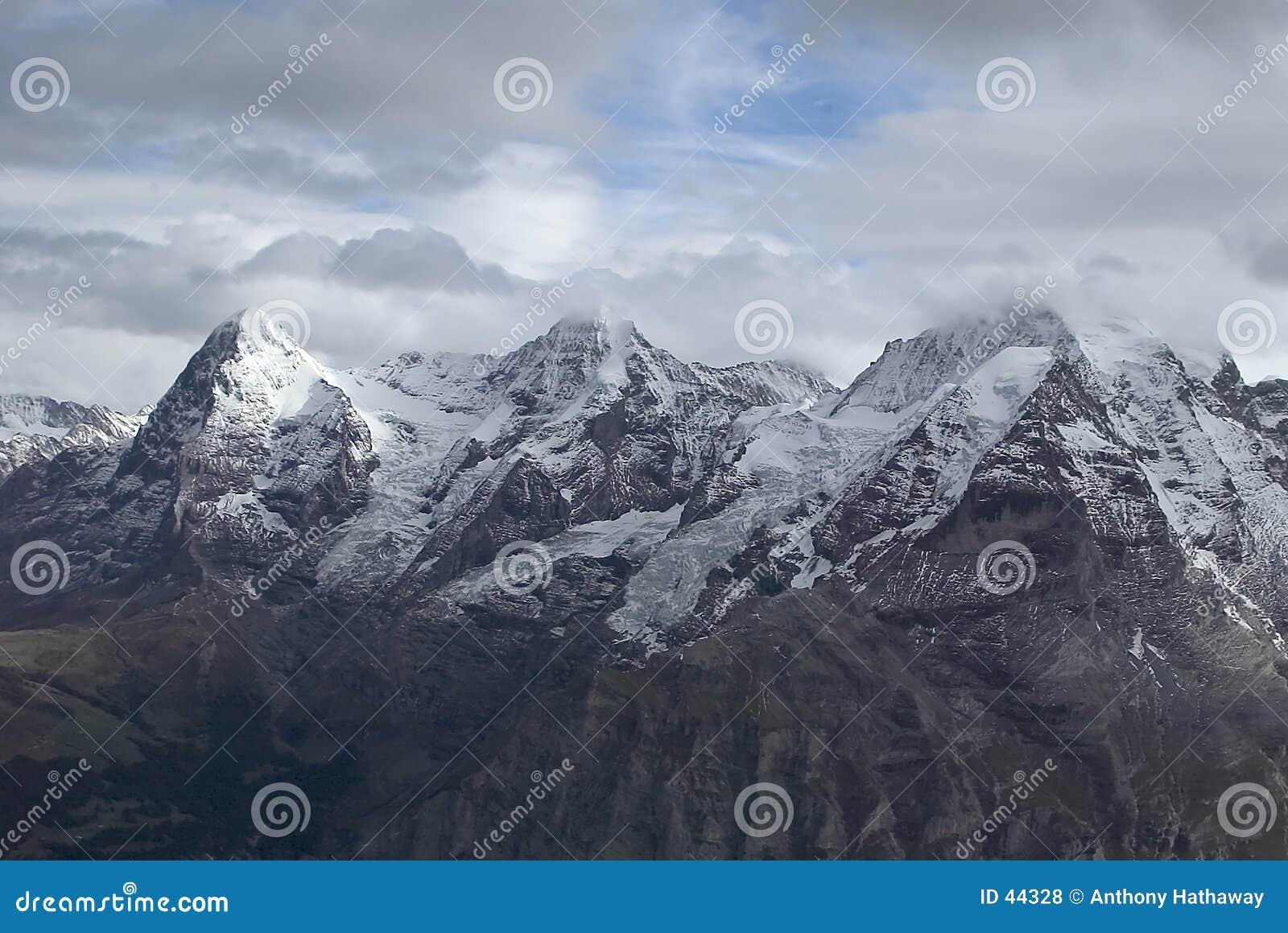 Download Alpiene bergen stock foto. Afbeelding bestaande uit bergen - 44328