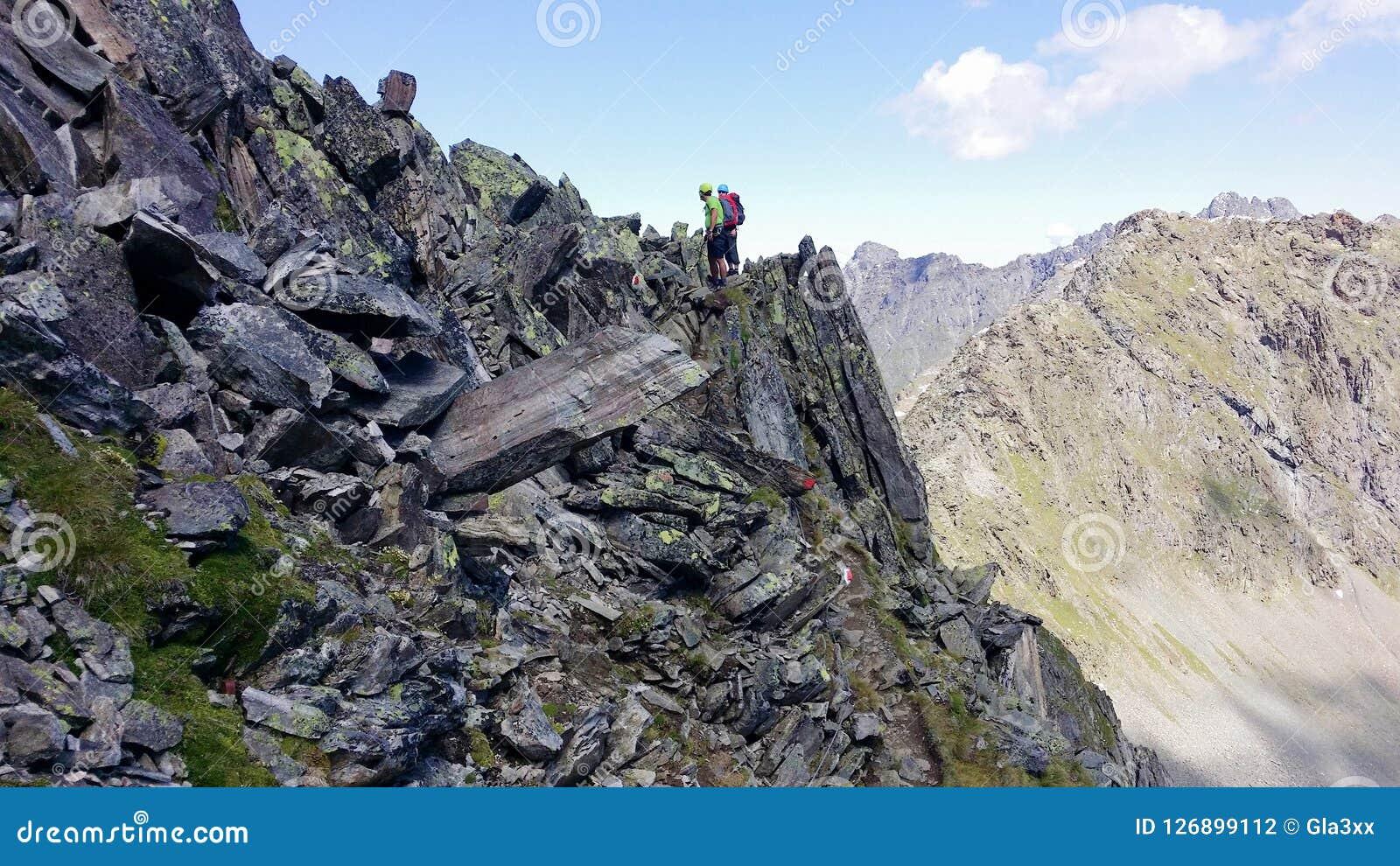 _ Alpin region`-Stubai `, Klättrare på en bergbana