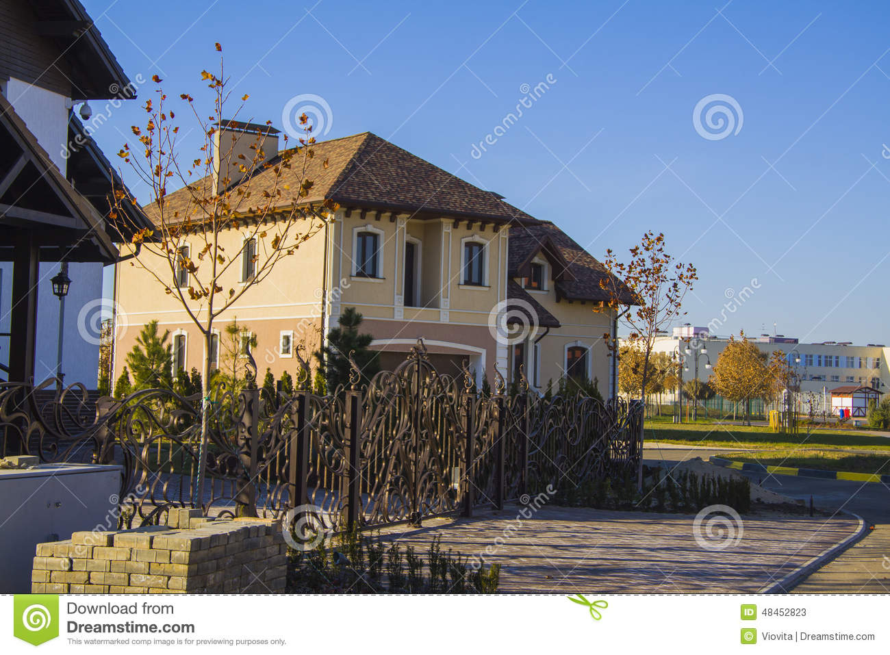 Download Alpine Style House With Court Parking And Fence Stock Image