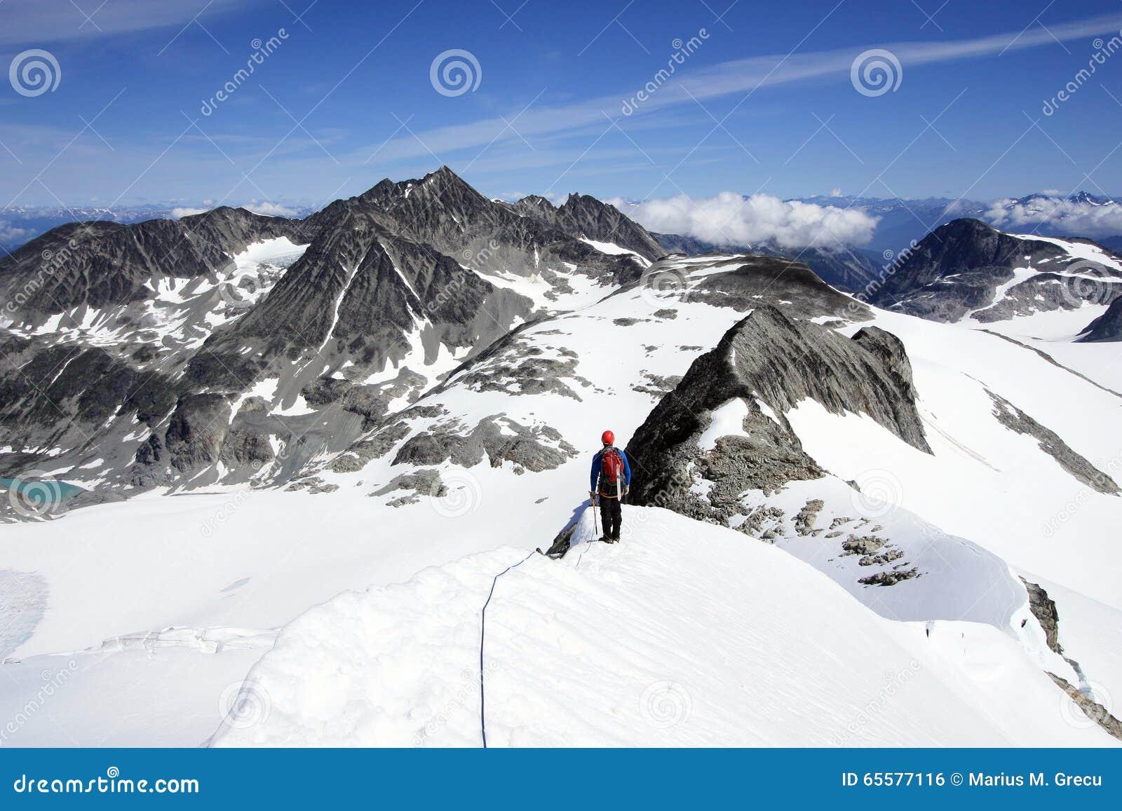 Alpinismo na área de Wedgemount do assobio próximo de Garibaldi Park
