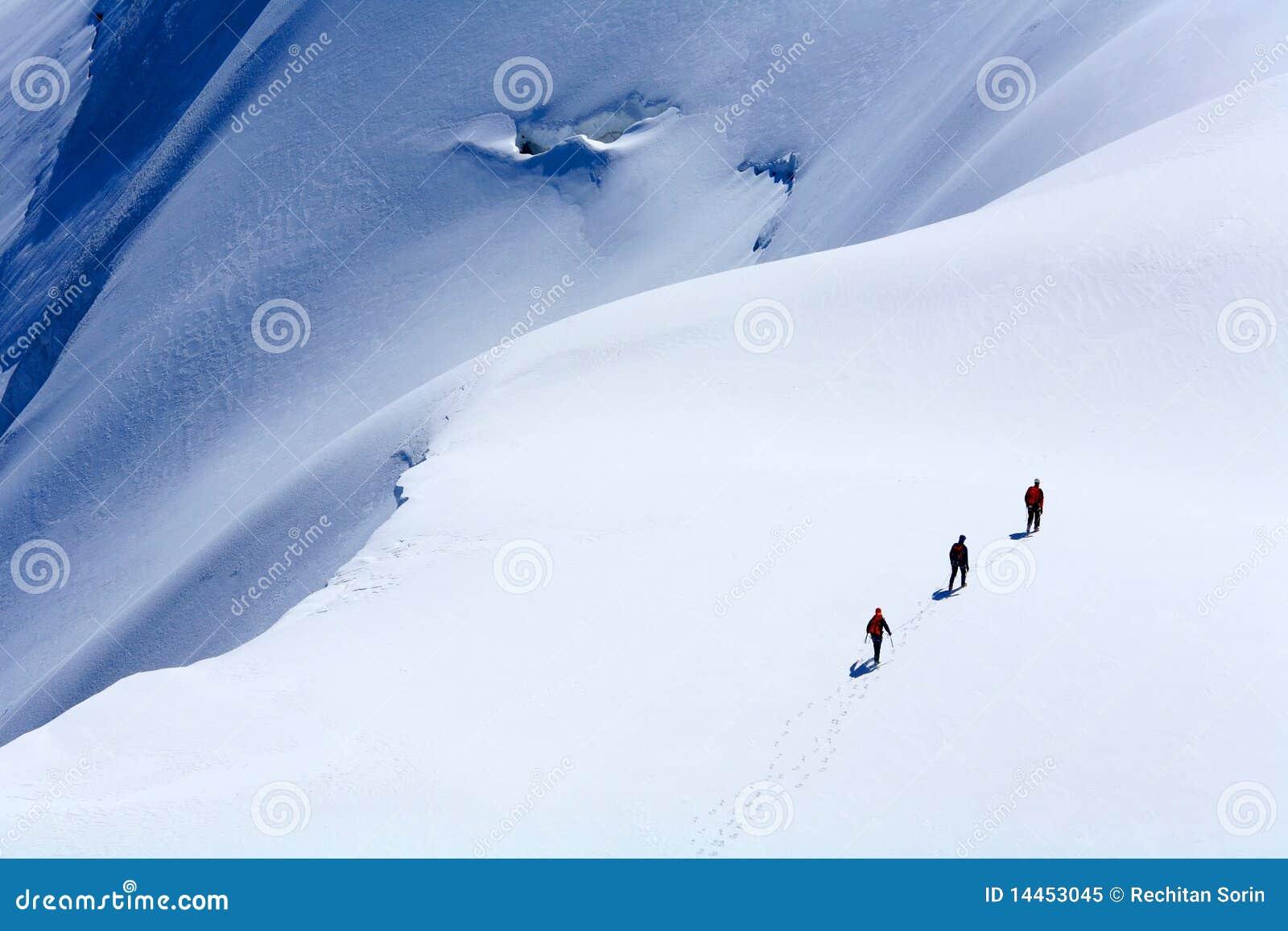 Alpinists blanc du mont tacul