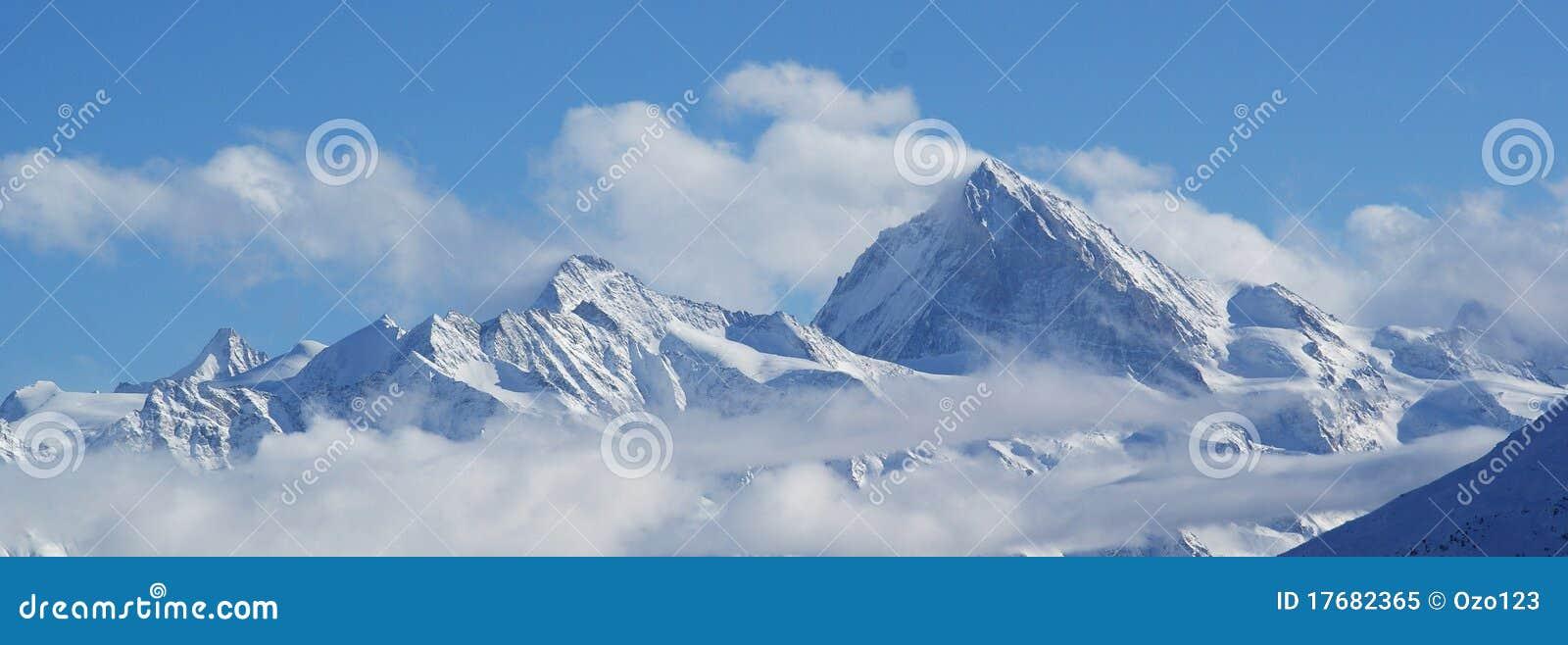 Alps chmury zakrywający szwajcar