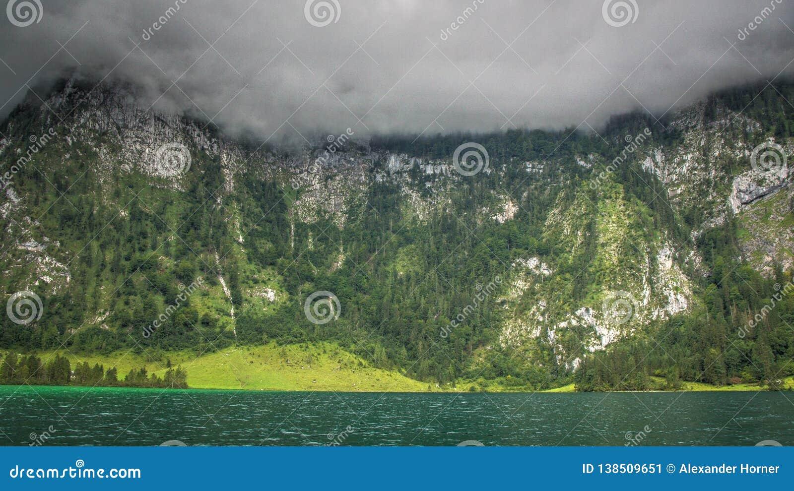 Alps Niemcy chmury i jezioro