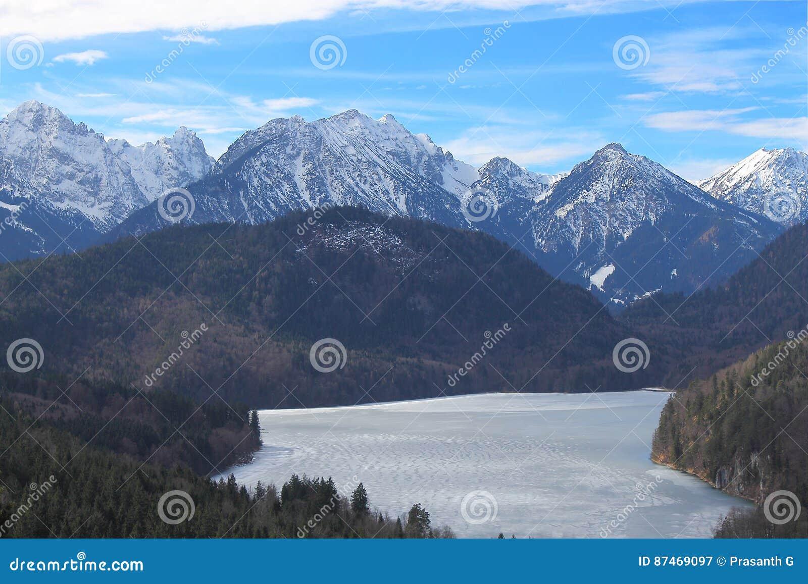 冻Alpsee湖