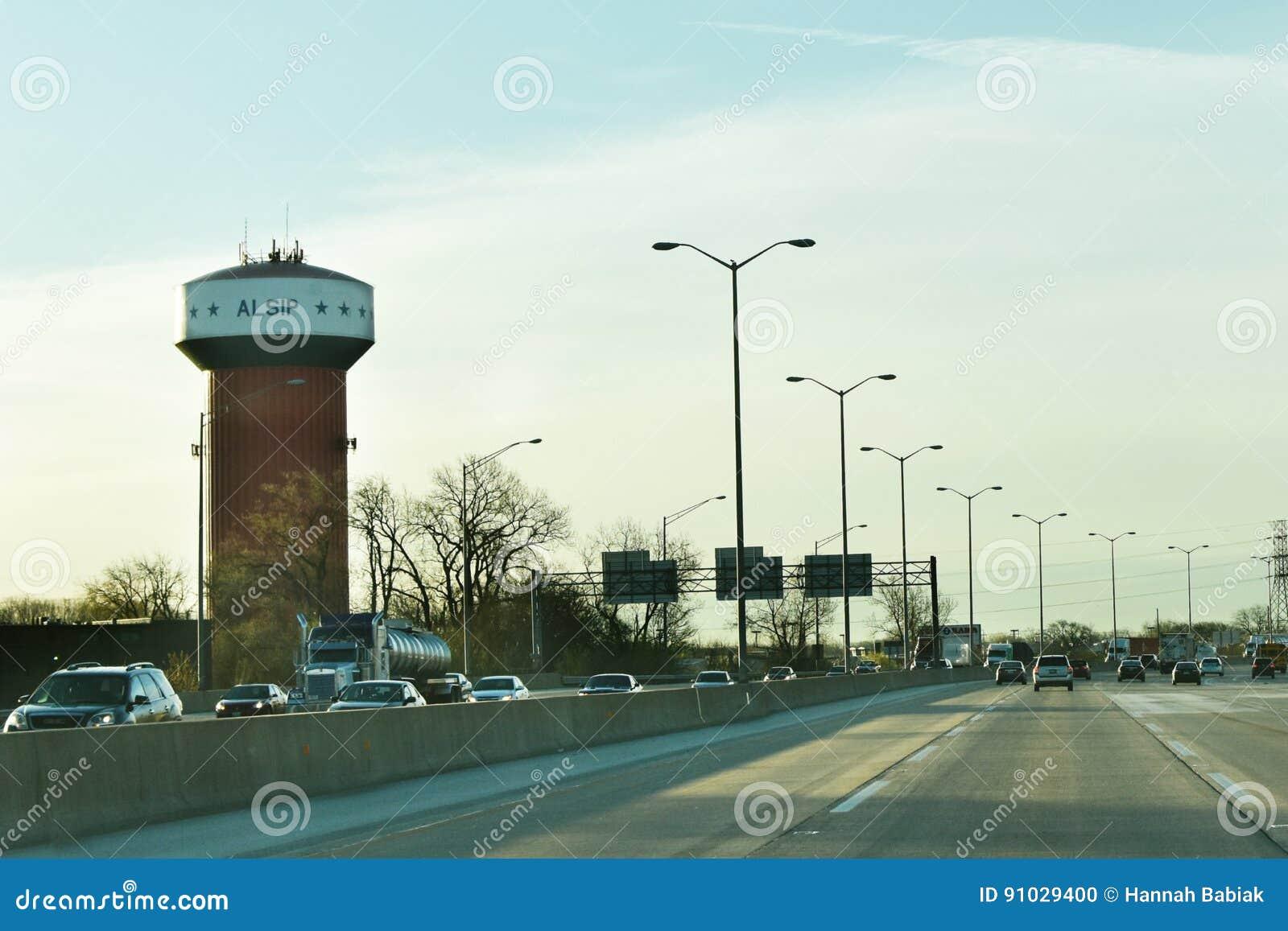 Alsip-Wasserturm mit Verkehr