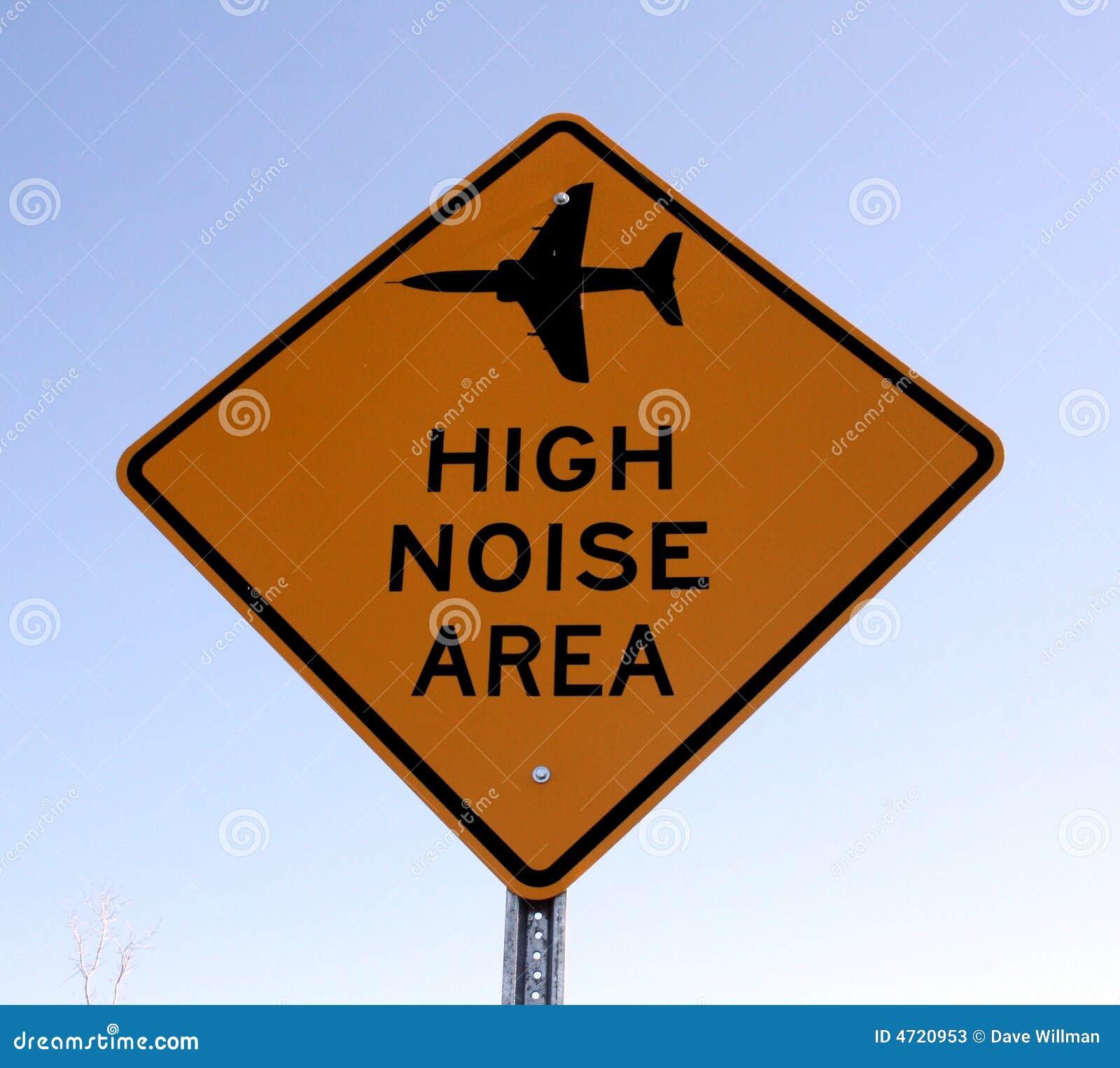 Alta señal de tráfico del ruido