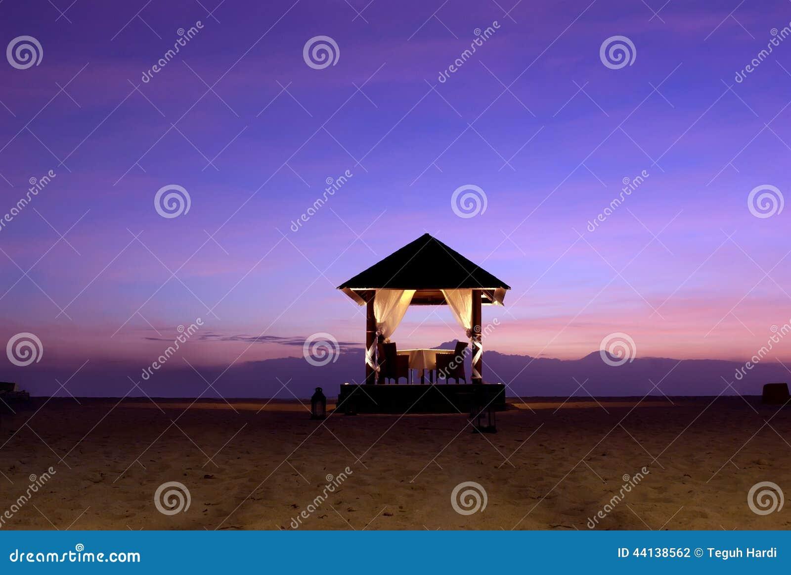 Altar do casamento na praia