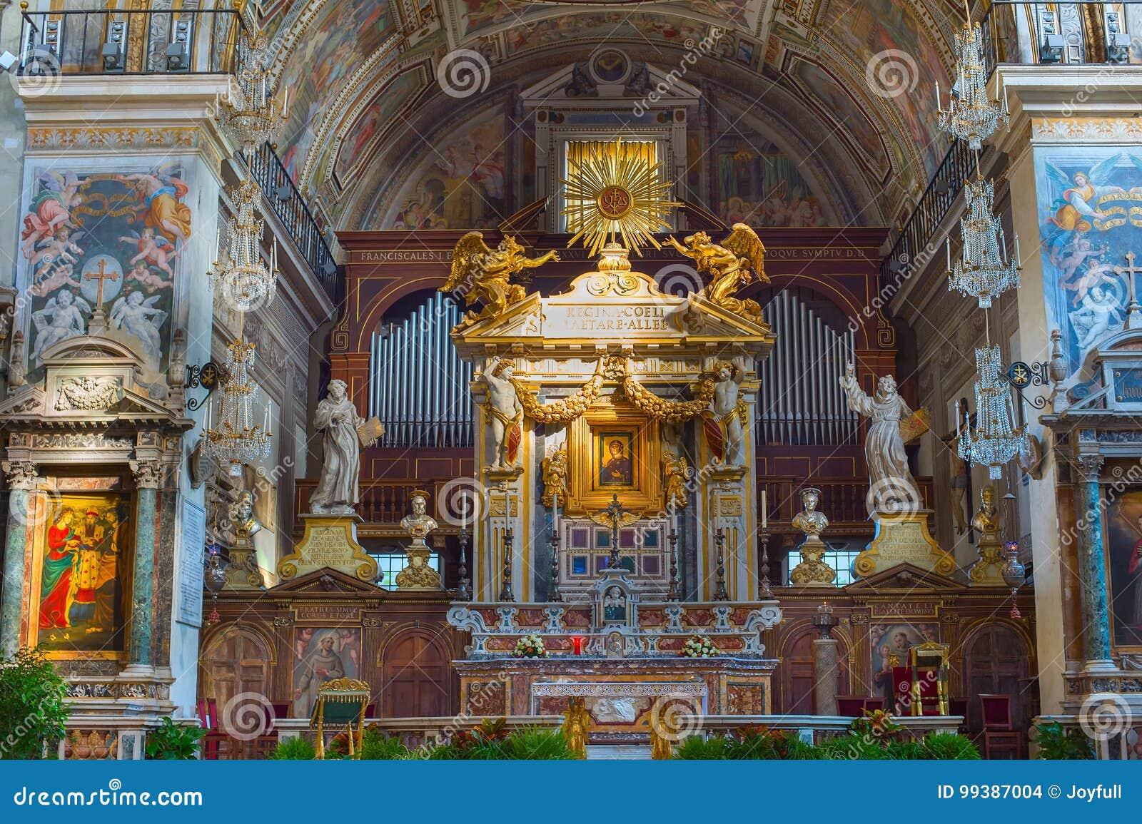 Altare della chiesa belle vecchie finestre a roma italia immagine stock editoriale immagine - Finestre a roma ...