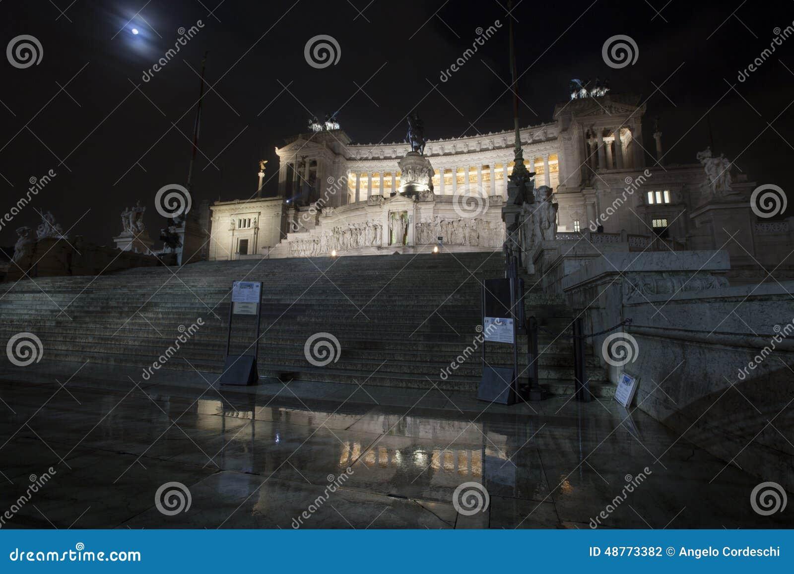 Altare della notte del tempio di patria (piazza Venezia - Roma)