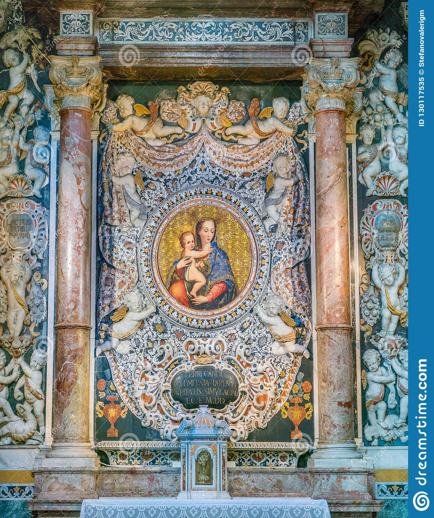 Altare della purezza nella chiesa del dei Teatini di San Giuseppe a Palermo La Sicilia, Italia del sud