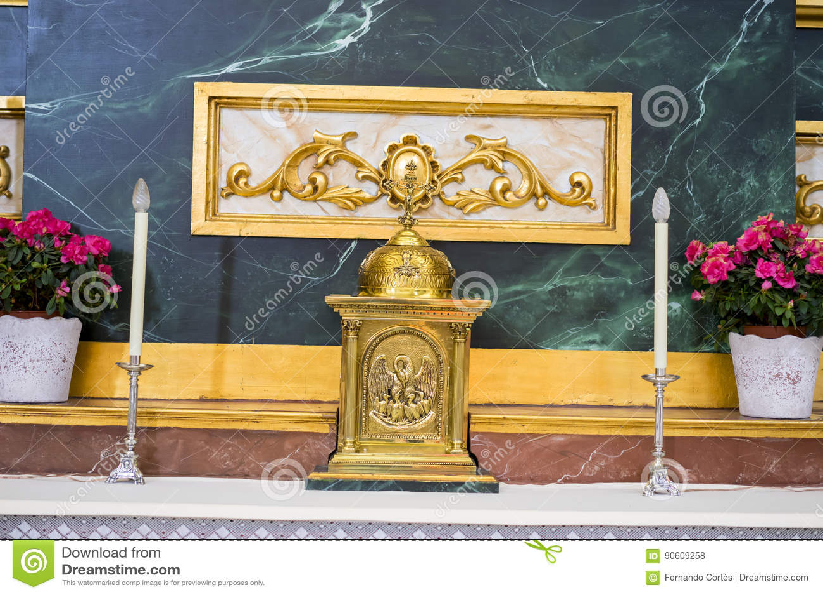 Altare med guld- bilder Helig vecka i Spanien, bilder av oskulder