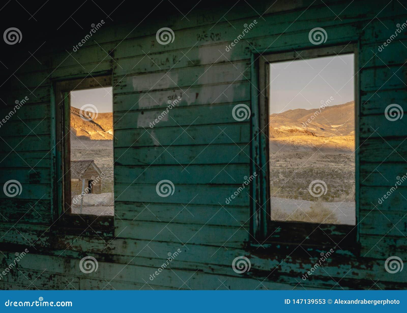 Altbau im Rhyolith, Death Valley, Kalifornien, USA