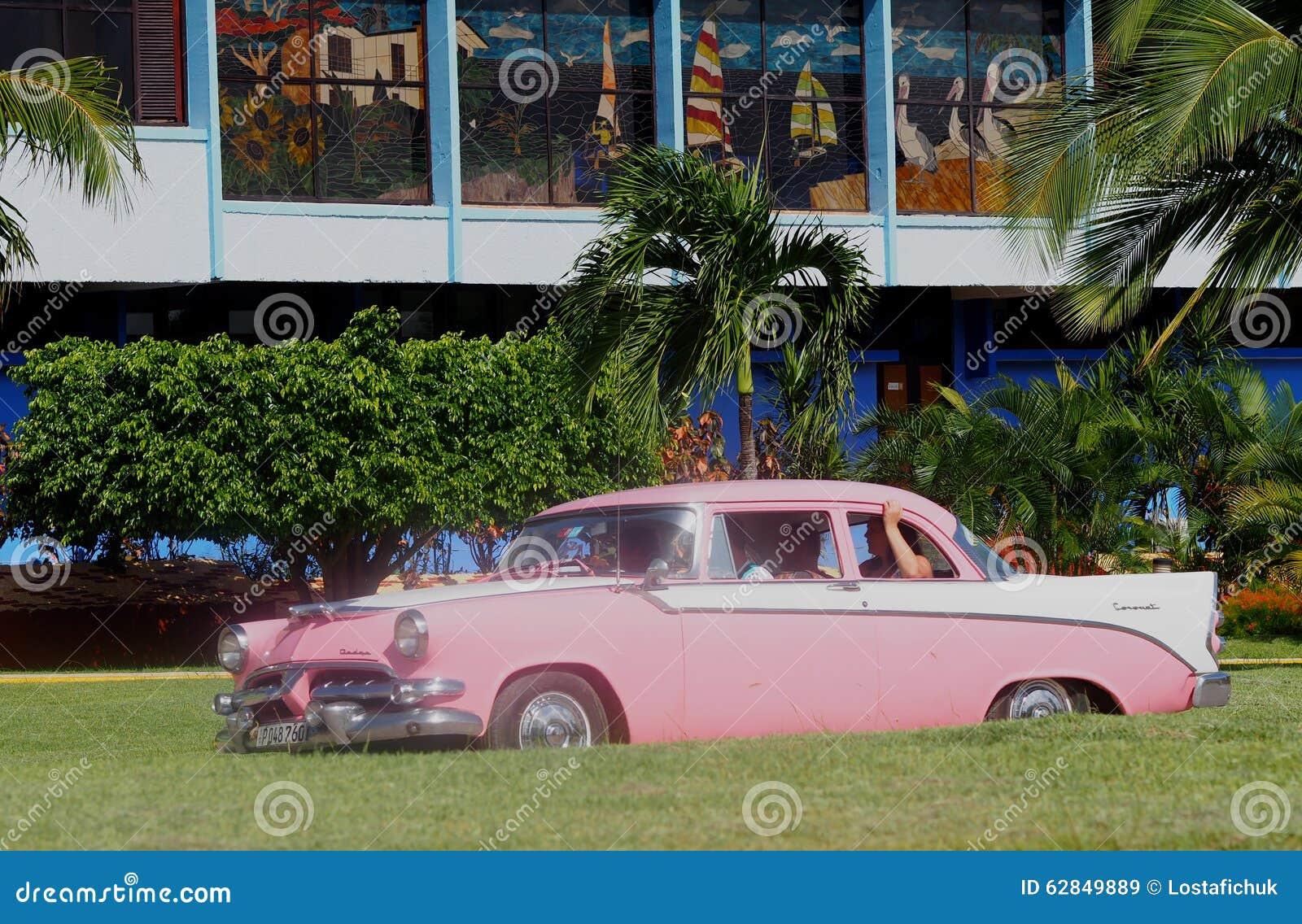 alte amerikanische autos in kuba redaktionelles stockbild bild 62849889. Black Bedroom Furniture Sets. Home Design Ideas