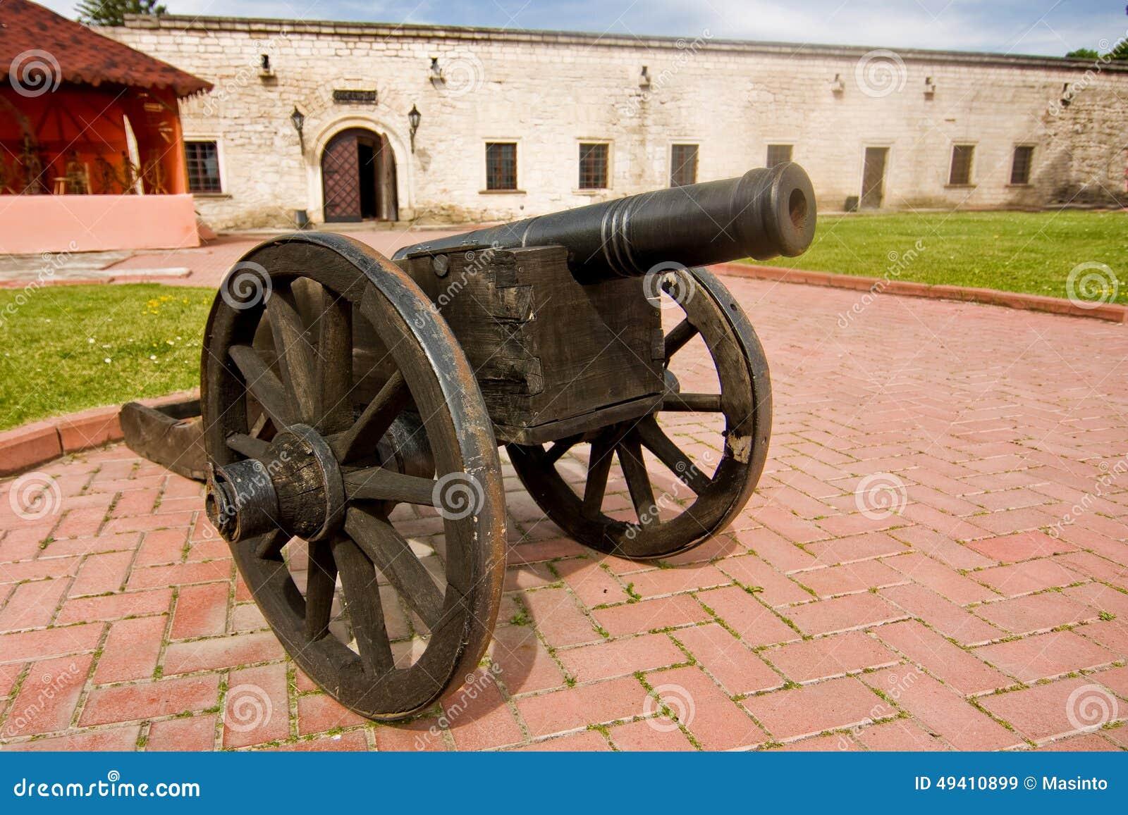 Download Alte antike Kanone stockbild. Bild von schloß, gras, antike - 49410899