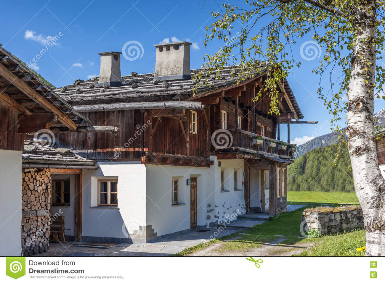 alte bauernh user in s d tirol stockfoto bild von valle sommer 72673972. Black Bedroom Furniture Sets. Home Design Ideas