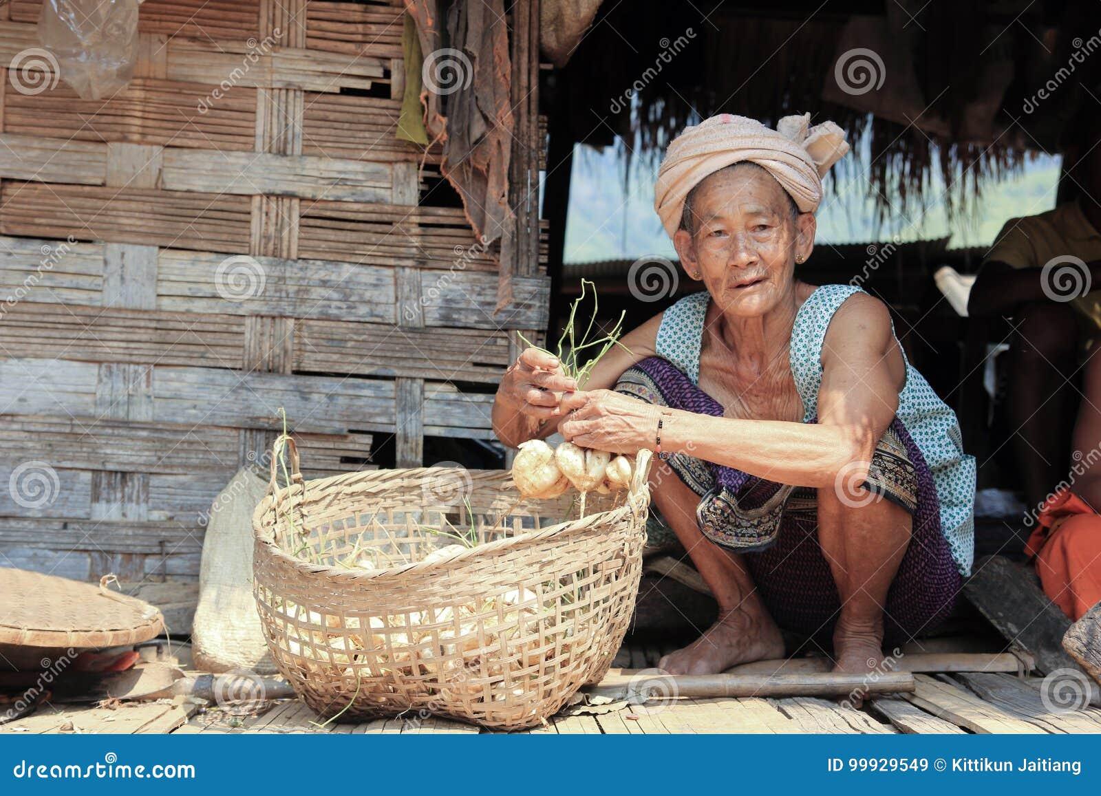 Alte Dame Laos