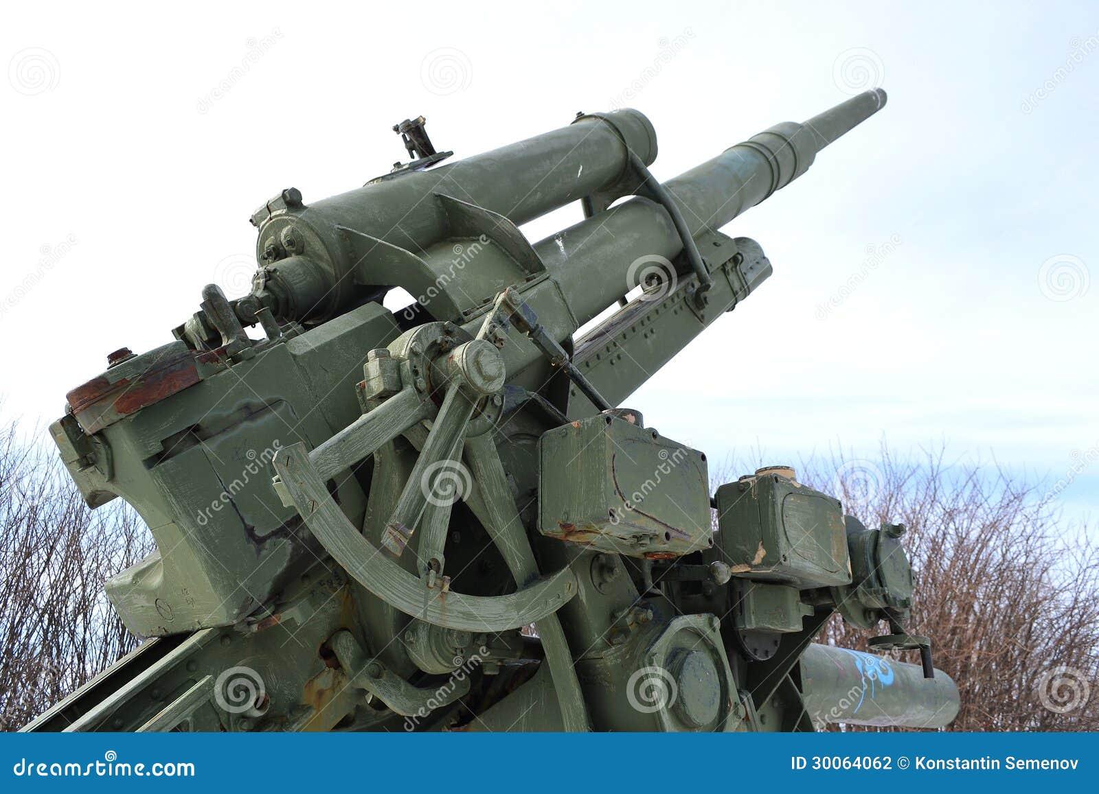 Alte fliegerabwehrkanone des zweiten weltkriegs in kotka, finnland