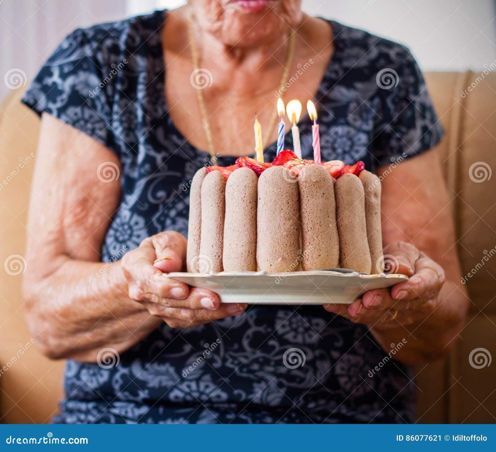 Alte Frau Feiert Ihren Geburtstag Stockbild Bild Von Versicherung