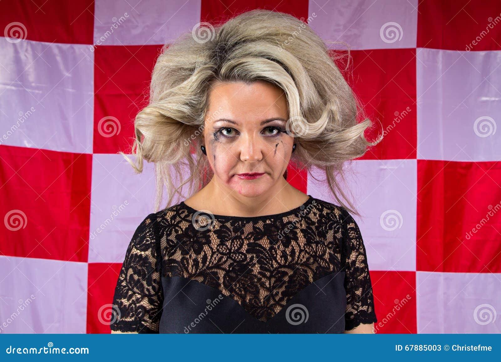 Alte Frau mit befleckt bilden