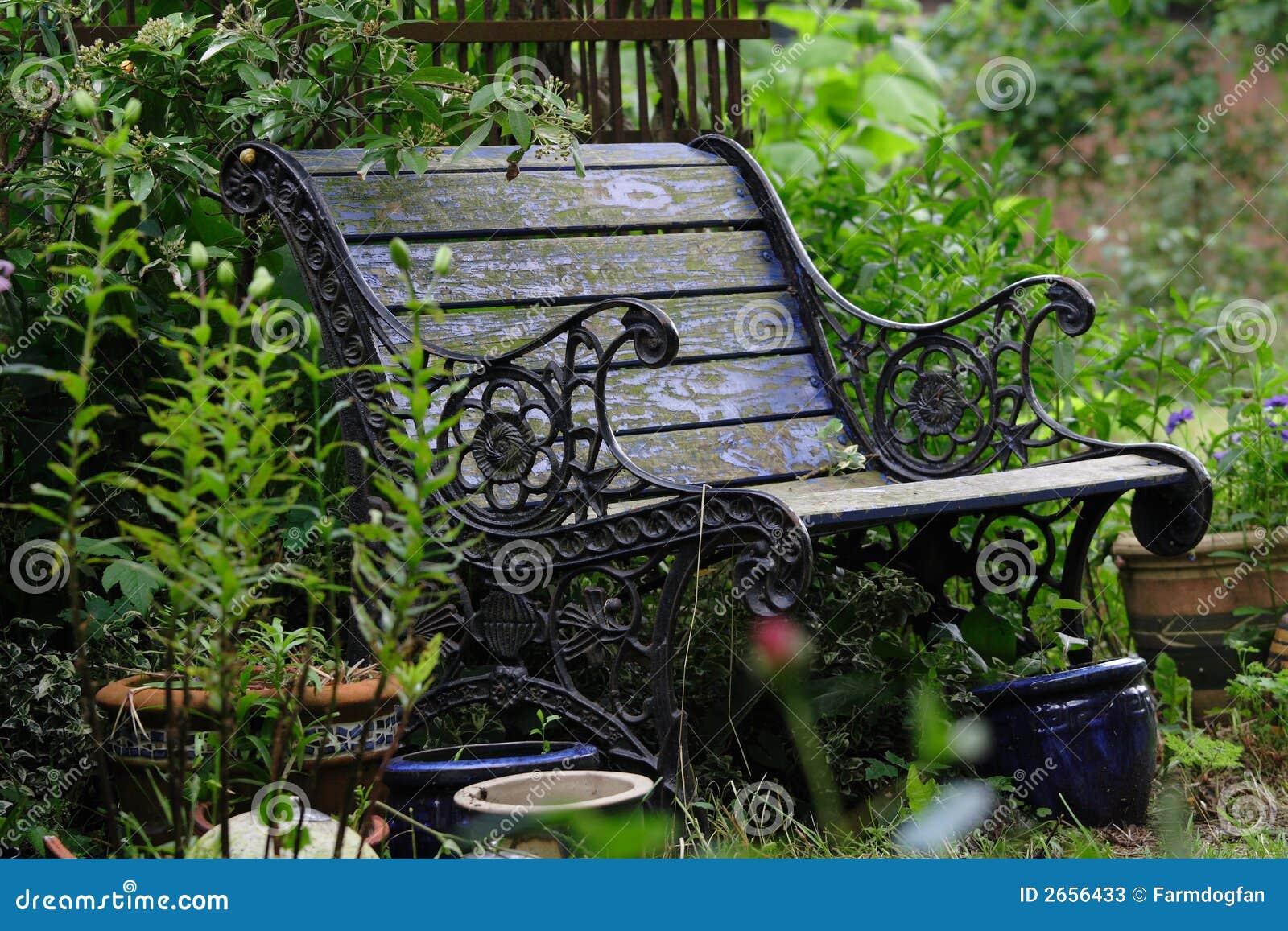 banco de jardim vetor:Old Flower Garden Bench