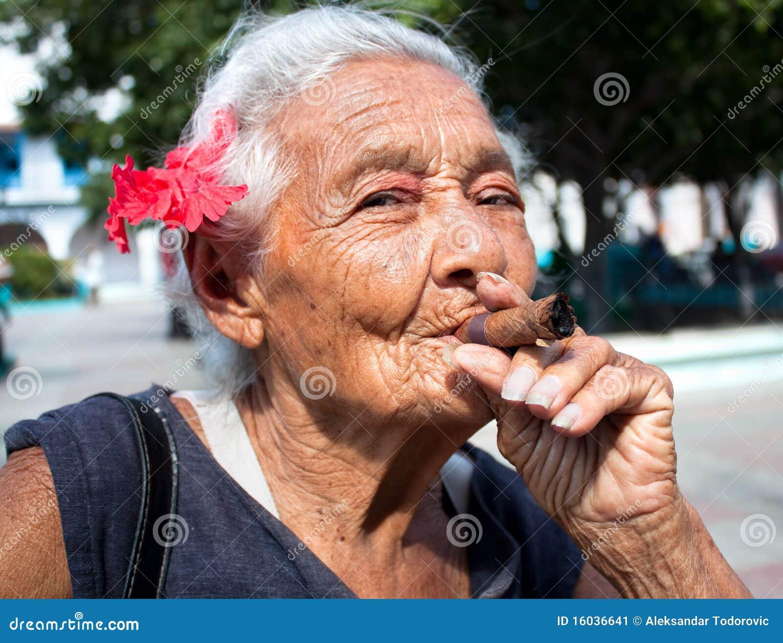 Жопа бабушки фото