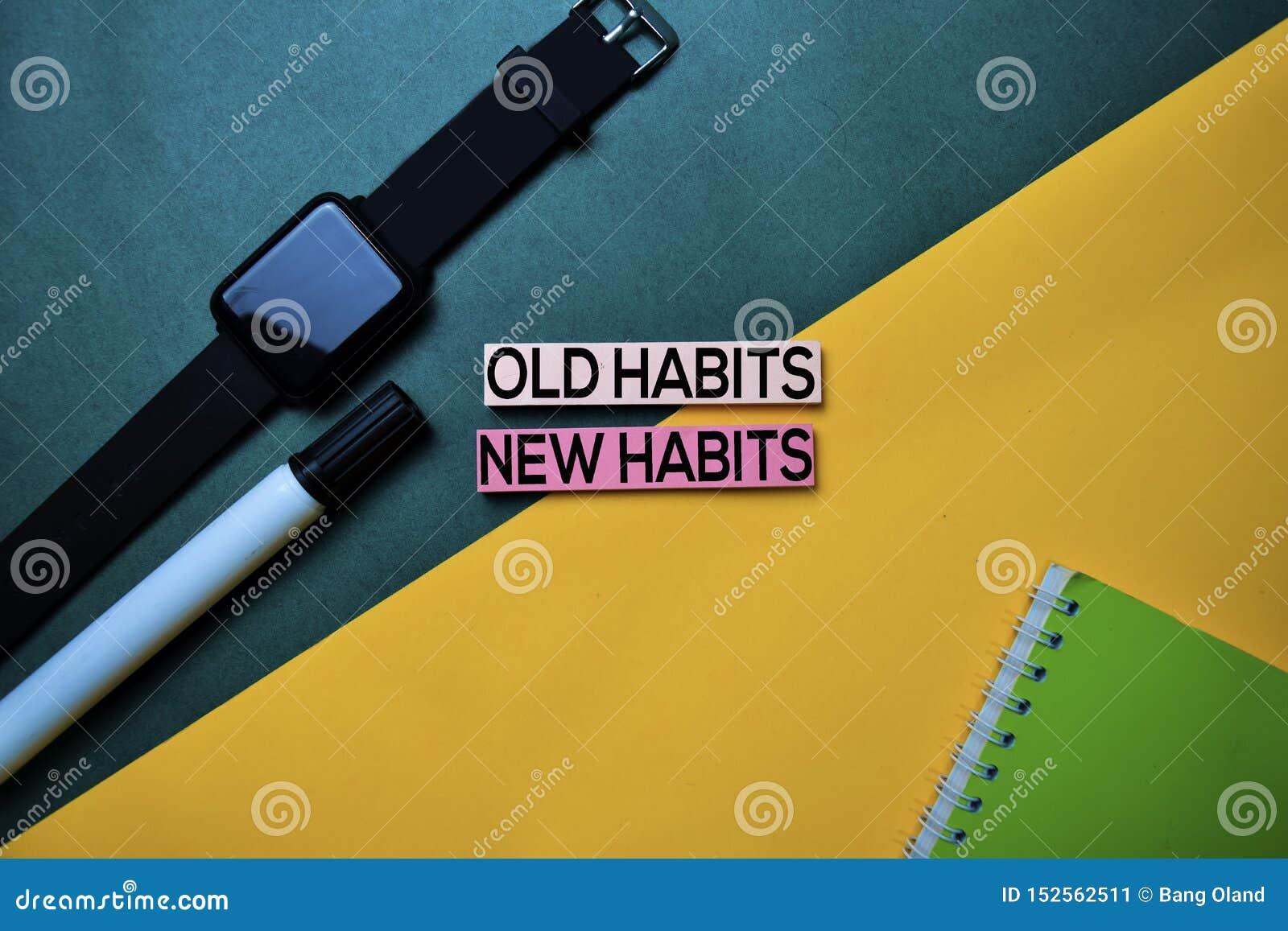 Alte Gewohnheiten oder neue Gewohnheiten simsen auf Draufsichtfarbtabellenhintergrund