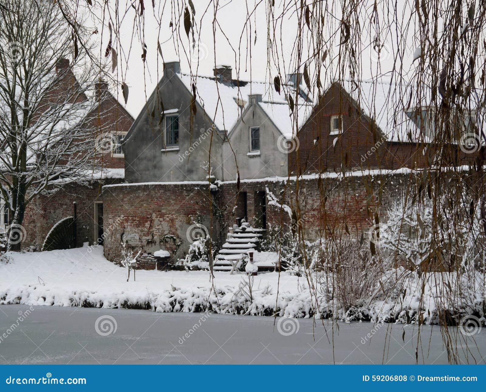 Alte Hauser Und Wand In Vianen Die Niederlande Stockfoto Bild Von