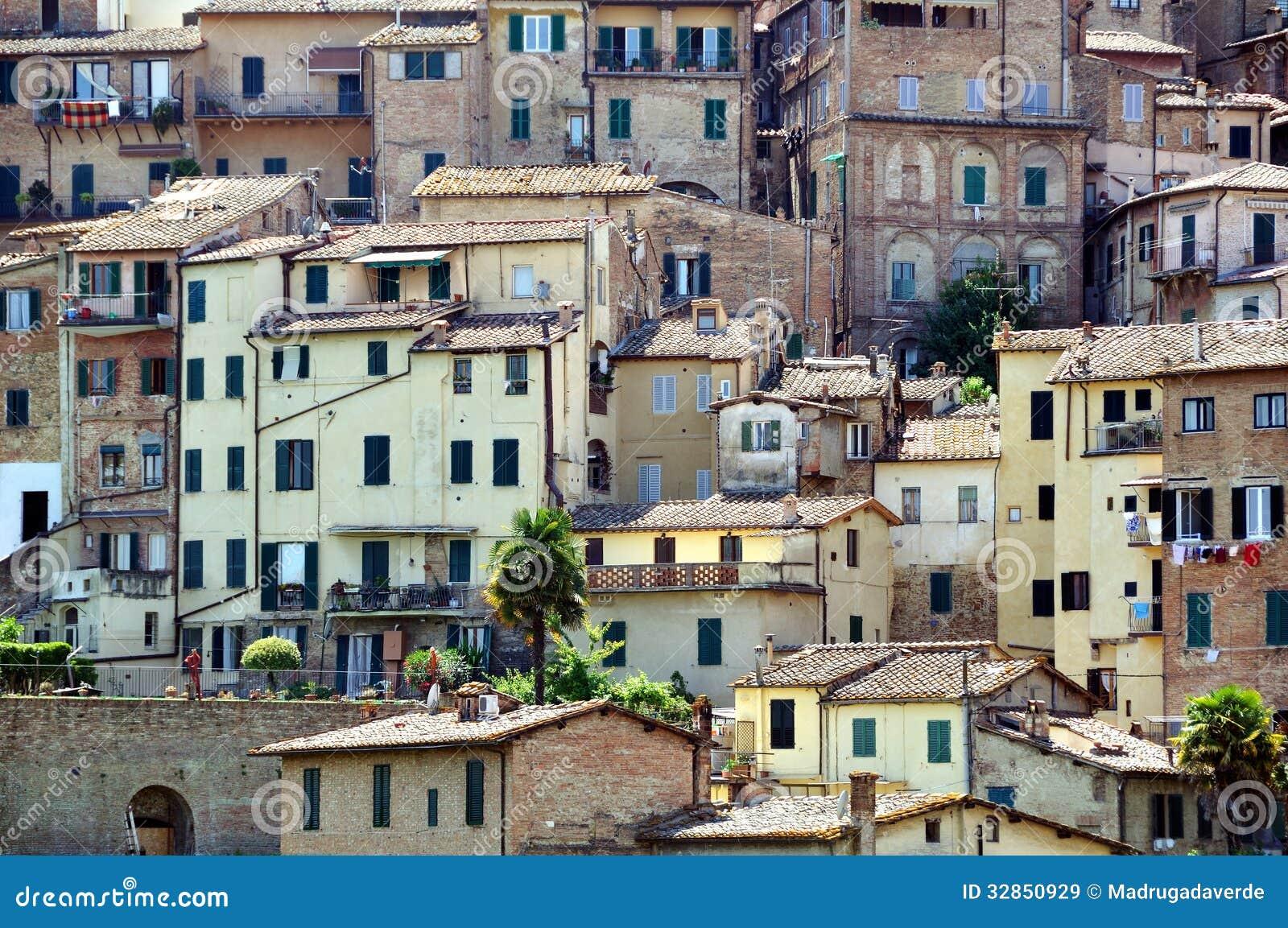 Häuser In Italien alte häuser siena italien stockbild bild sommer