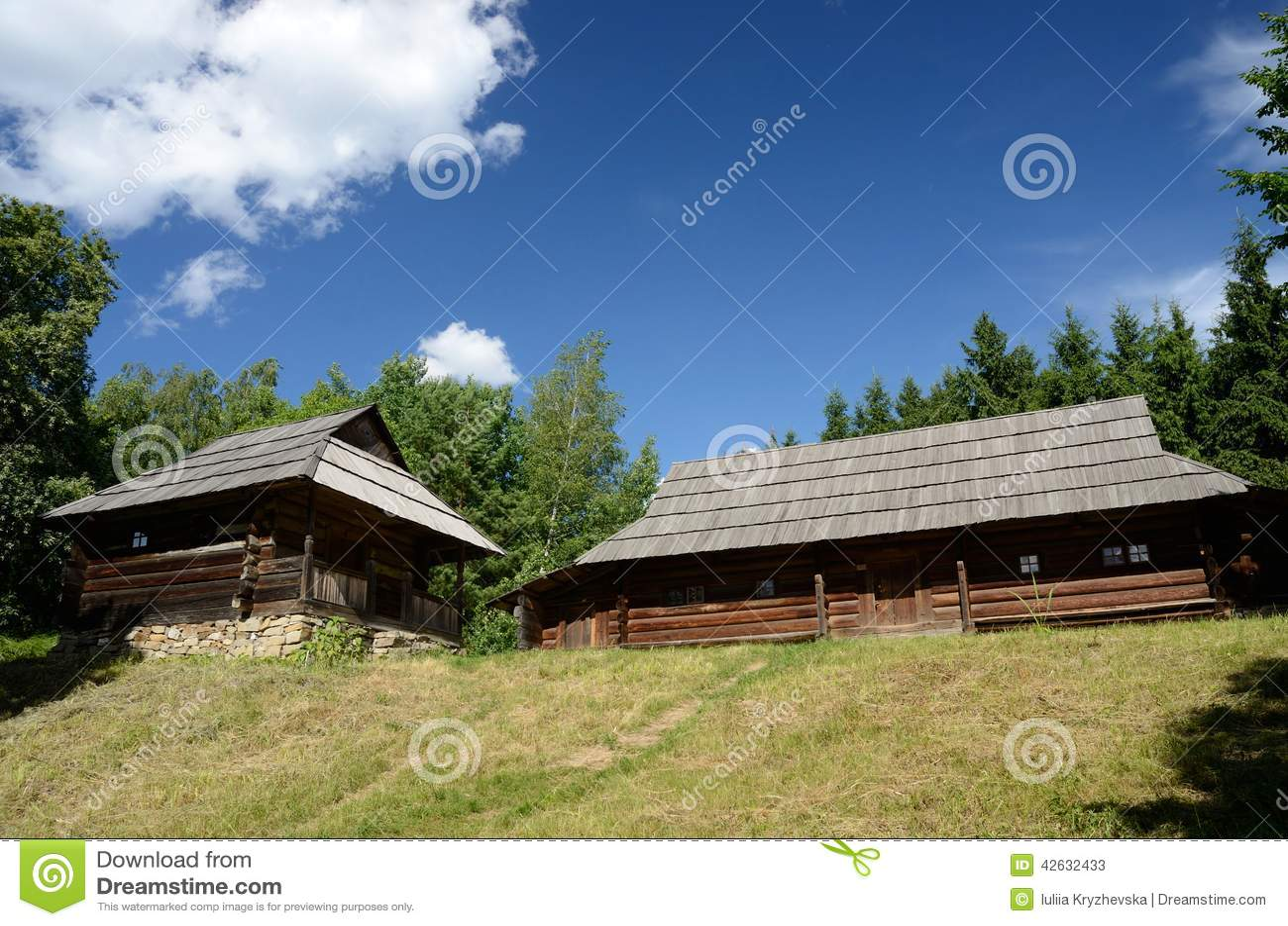 alte holzh user von den karpaten bergen west ukraine stockfoto bild 42632433. Black Bedroom Furniture Sets. Home Design Ideas