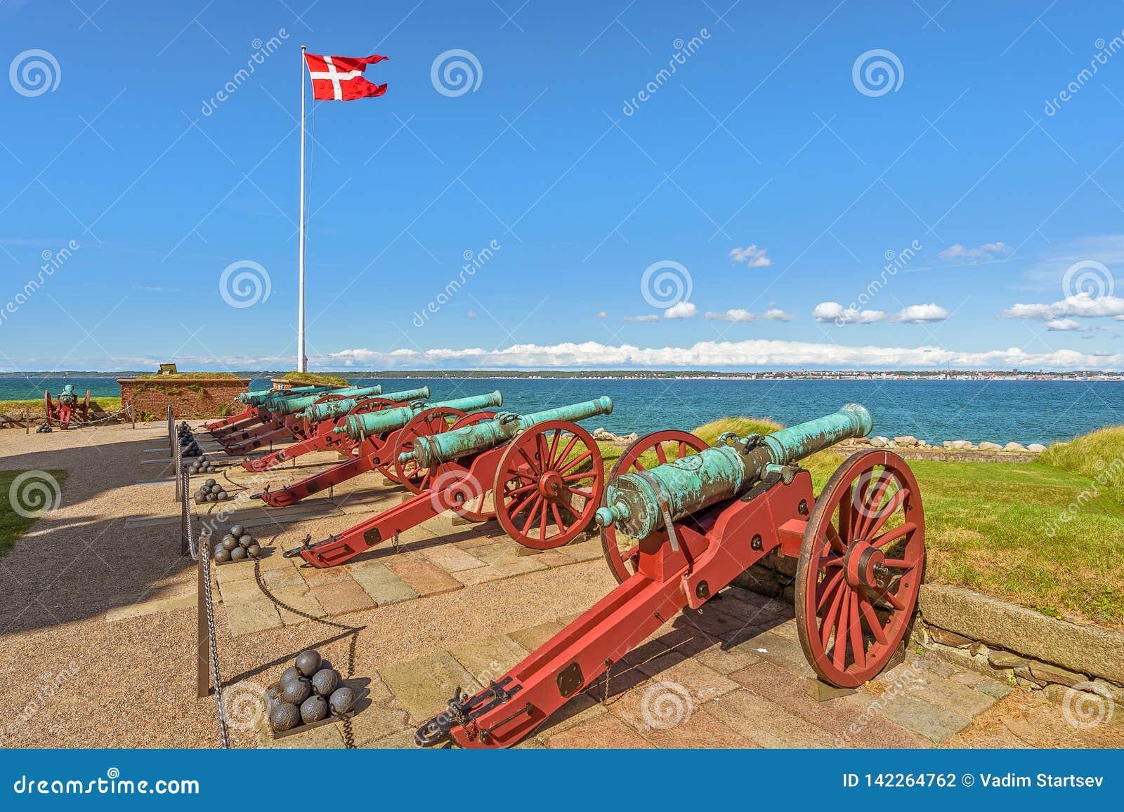 Alte Kanonen in Kronborg-Schloss Helsingör dänemark