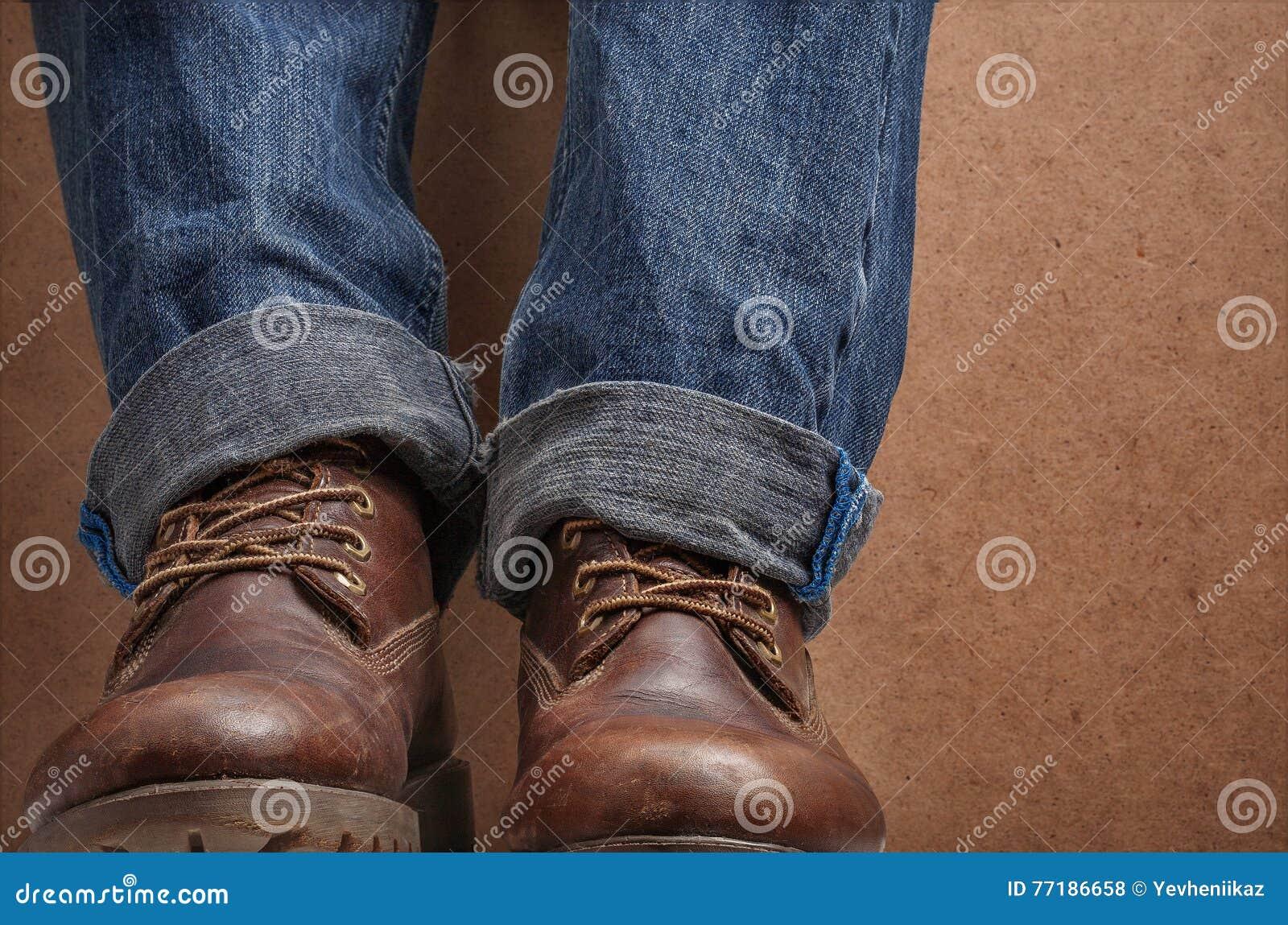 Braune Schnürstiefel Stockfotos & Braune Schnürstiefel