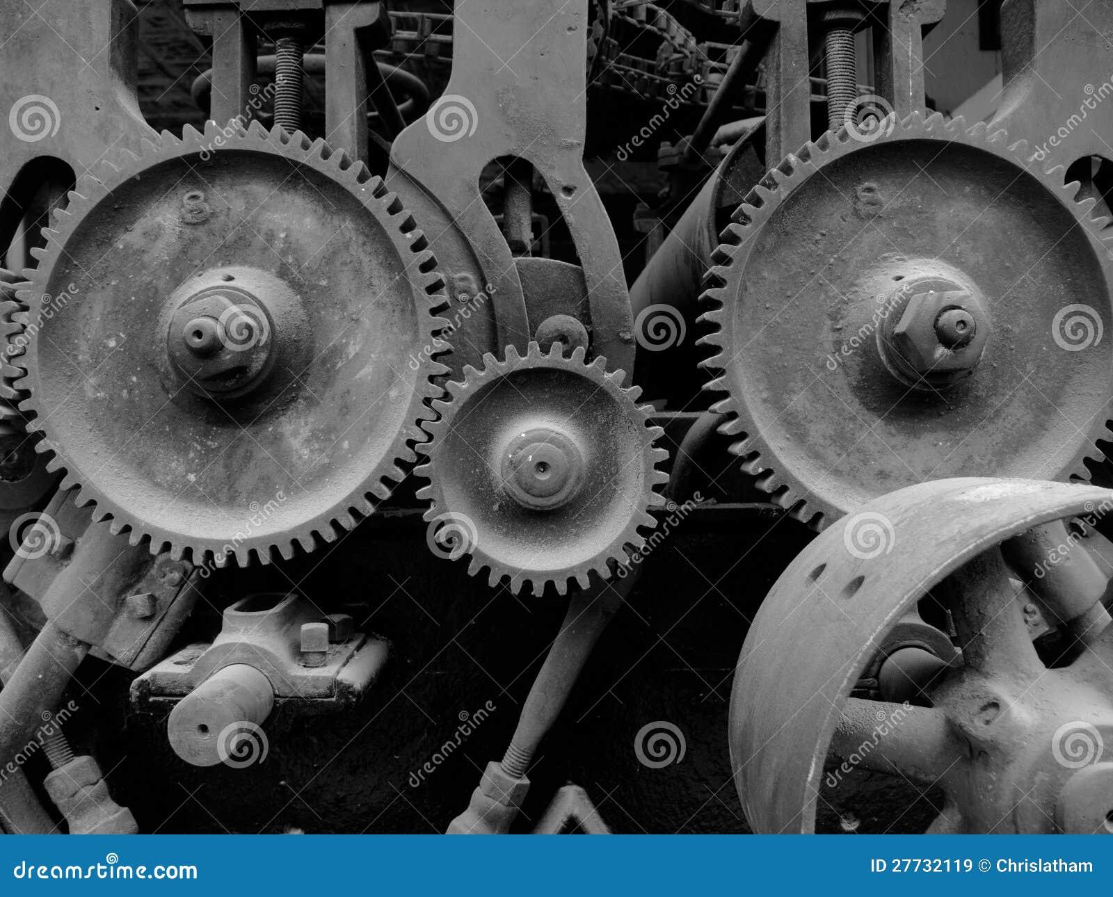 Alte Maschinerie mit Gängen