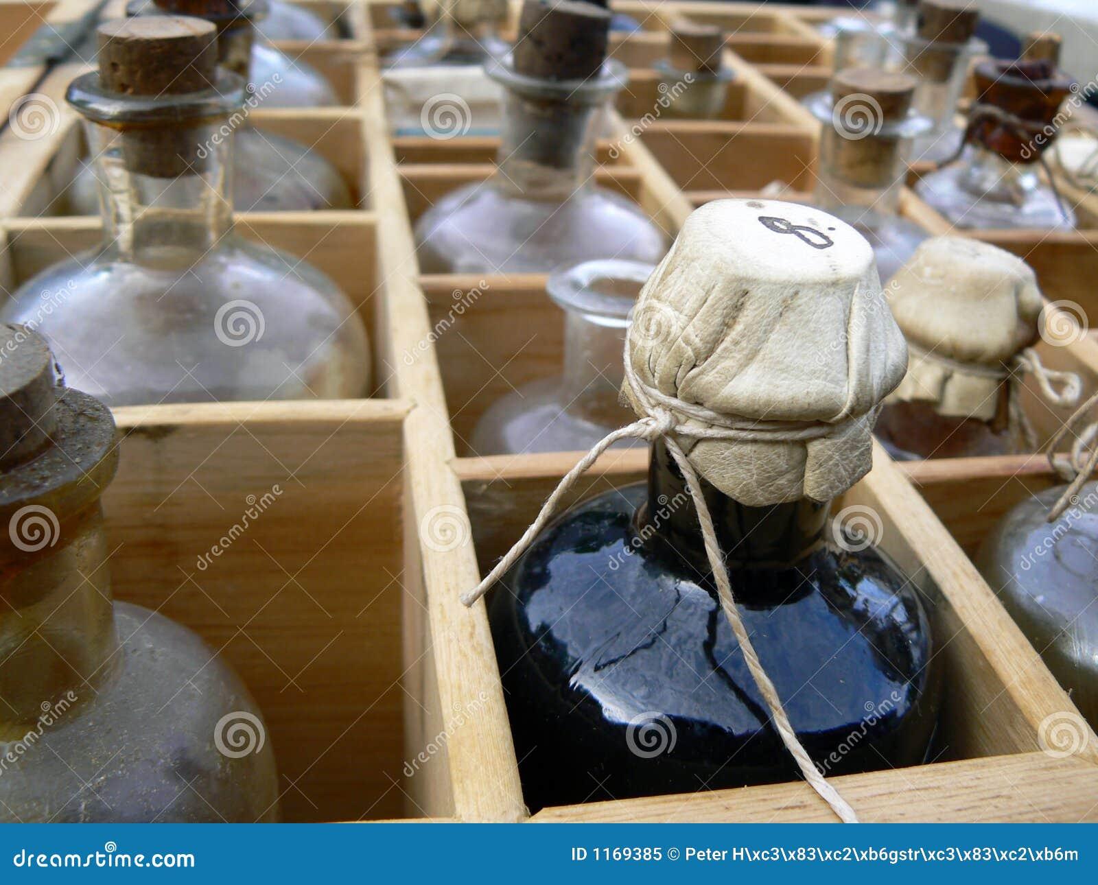 alte medizinflaschen stockbild bild von alcohol getr nk 1169385. Black Bedroom Furniture Sets. Home Design Ideas