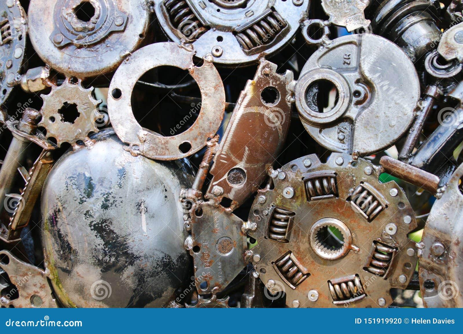 Alte Metallautoteile zusammen geschweißt
