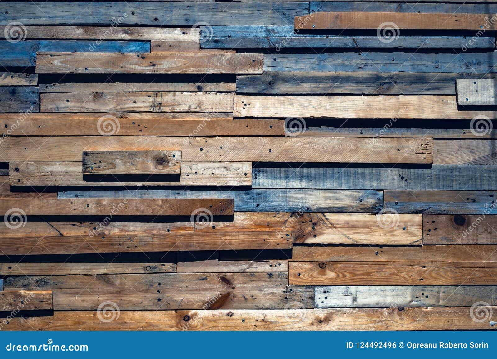 Alte Planken von verschiedenen Größen und von Farben
