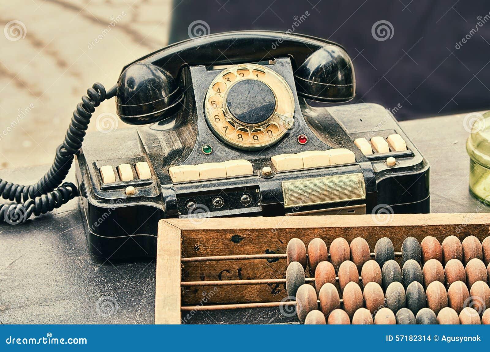 Alte retro gegenst nde antikisieren telefon erkl renden for Holztisch retro